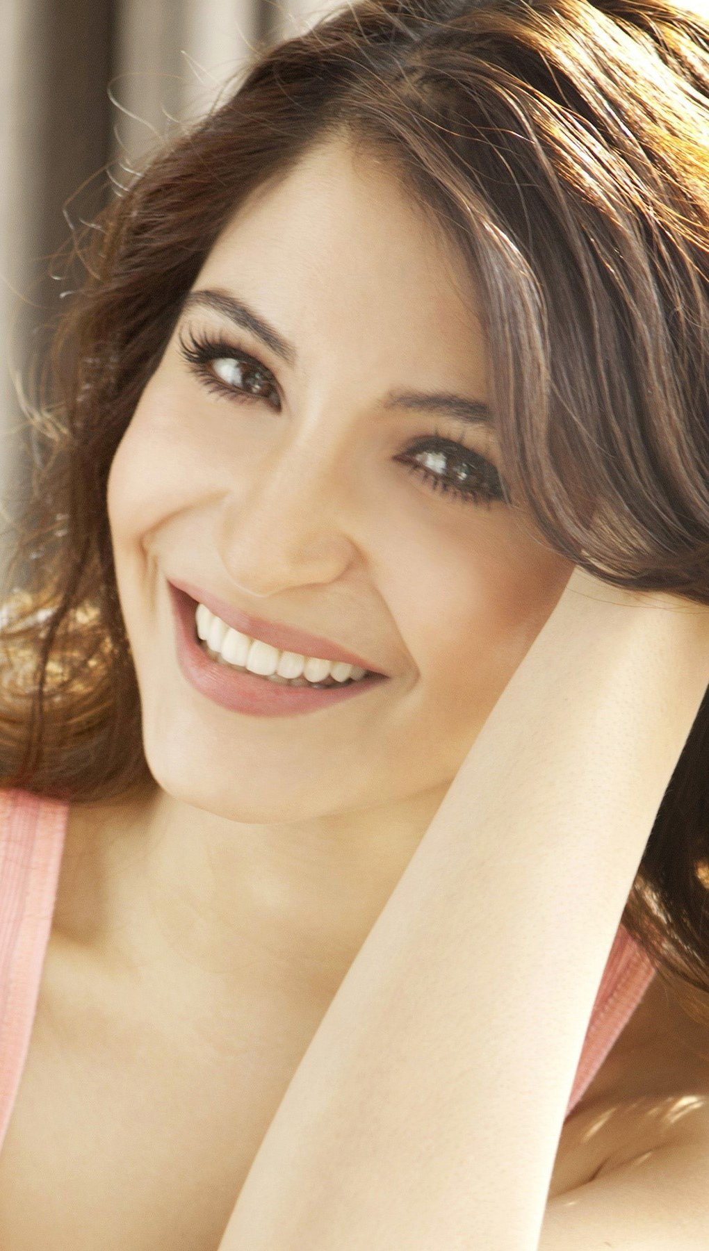 Wallpaper Bollywood actress Anushka Sharma Vertical