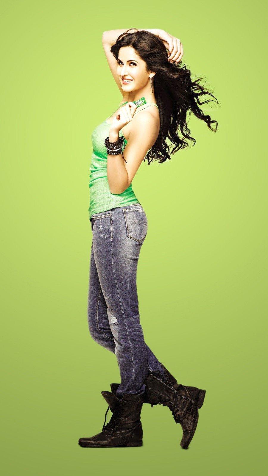 Wallpaper Bollywood actress Katrina Kaif Vertical