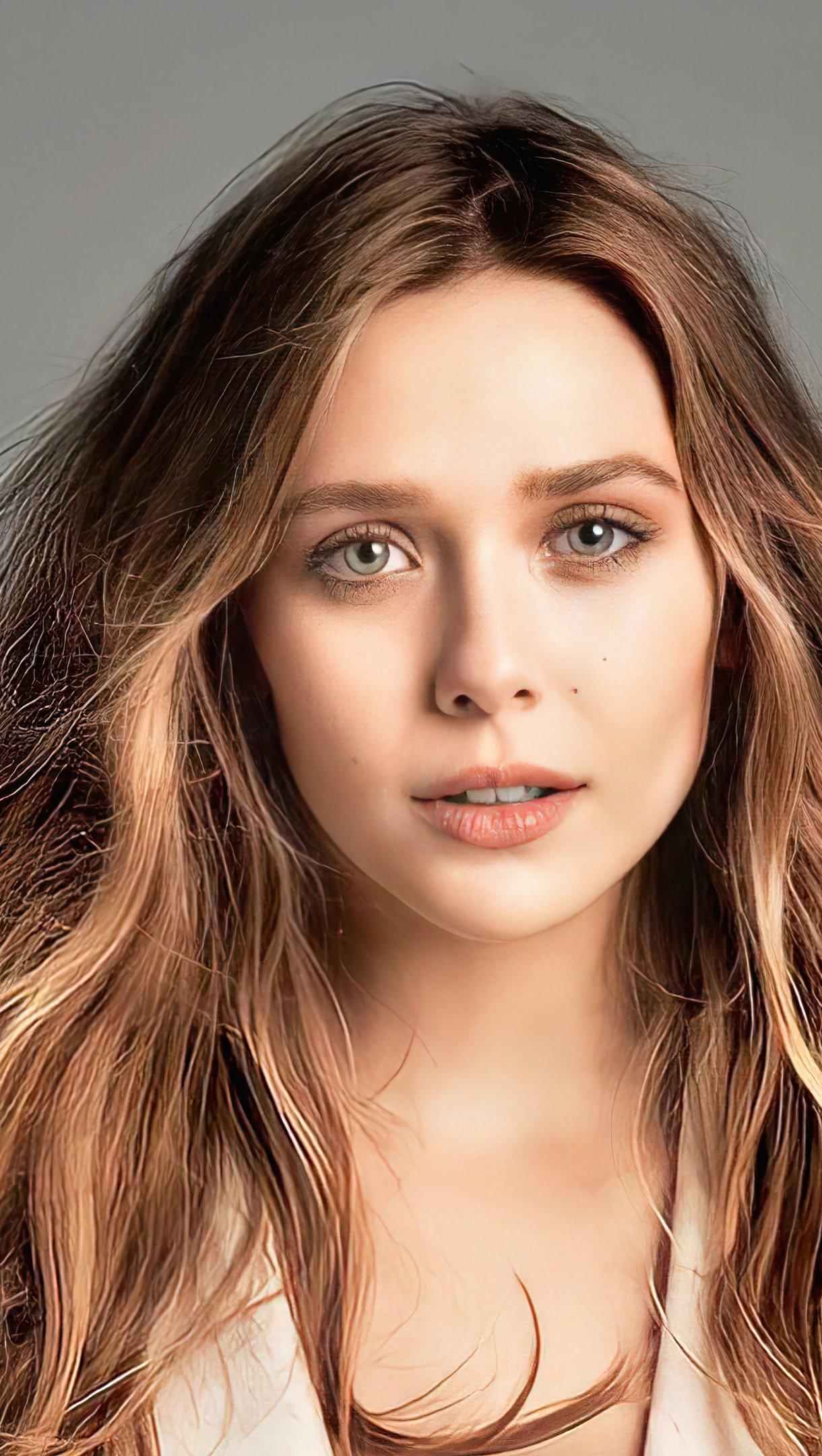 Fondos de pantalla Actriz Elizabeth Olsen sin maquillaje Vertical