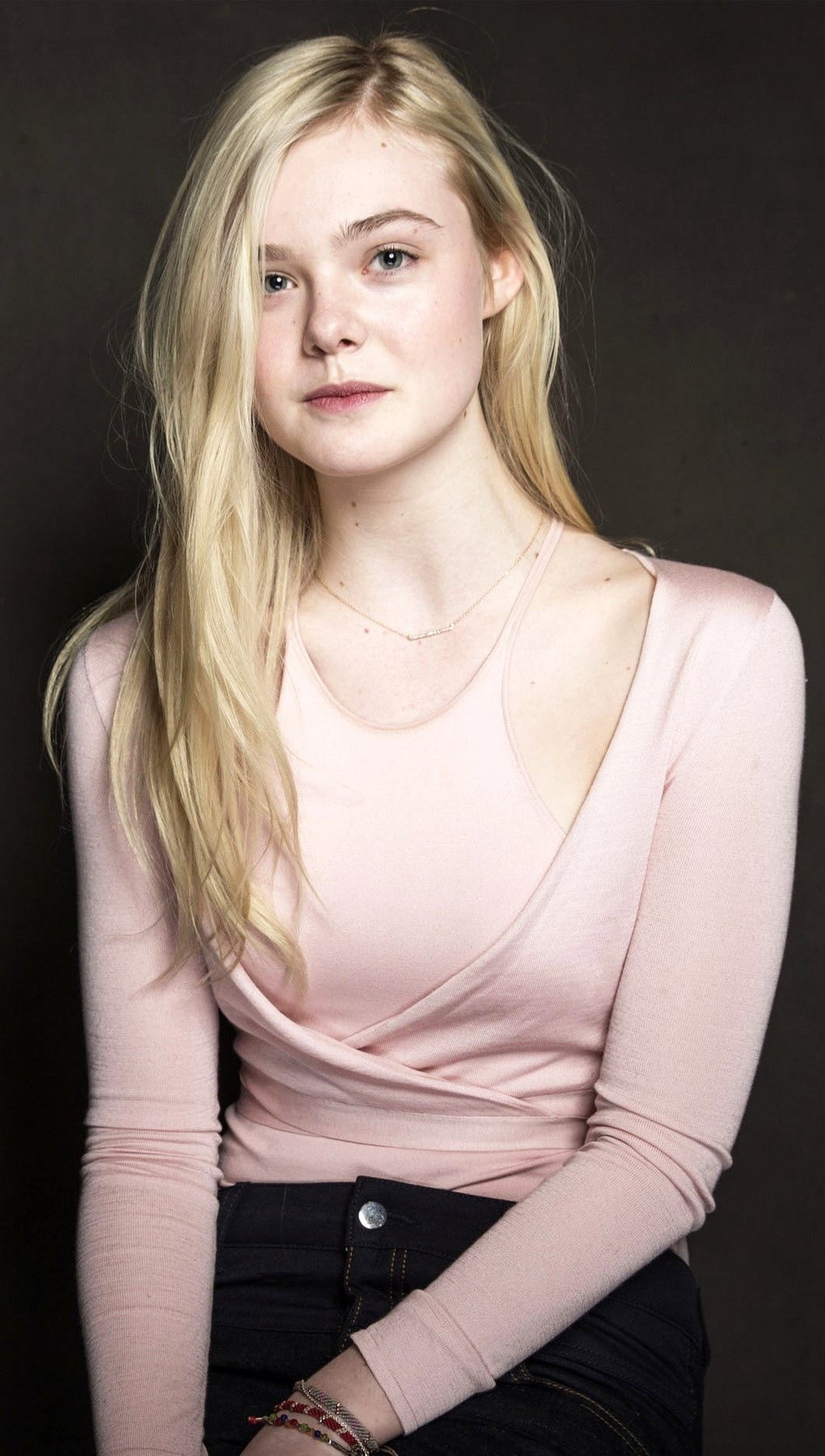 Wallpaper Actress Elle Fanning Vertical