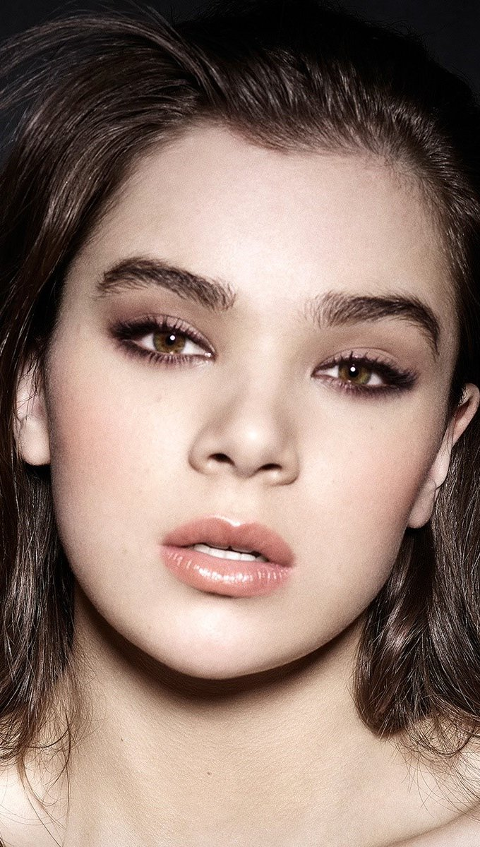 Wallpaper Actress and singer Hailee Steinfeld Vertical