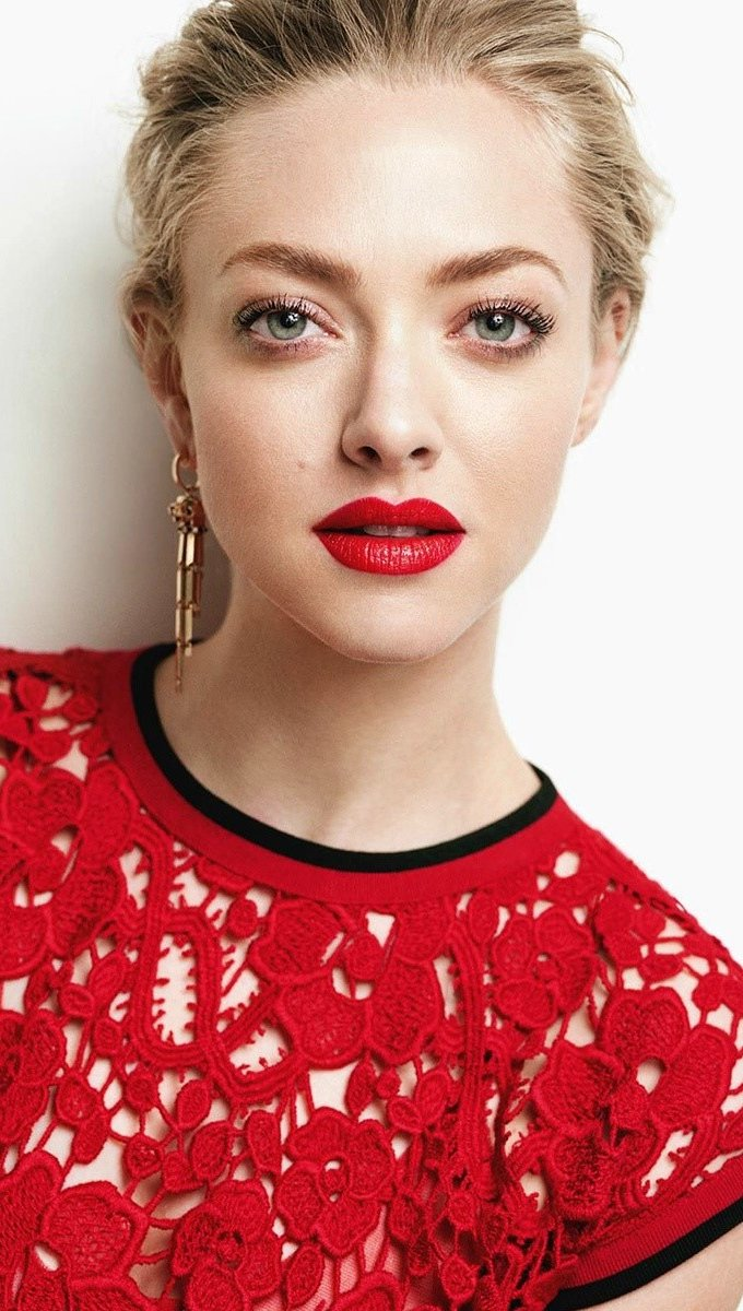 Wallpaper Amanda Seyfried with red lips Vertical