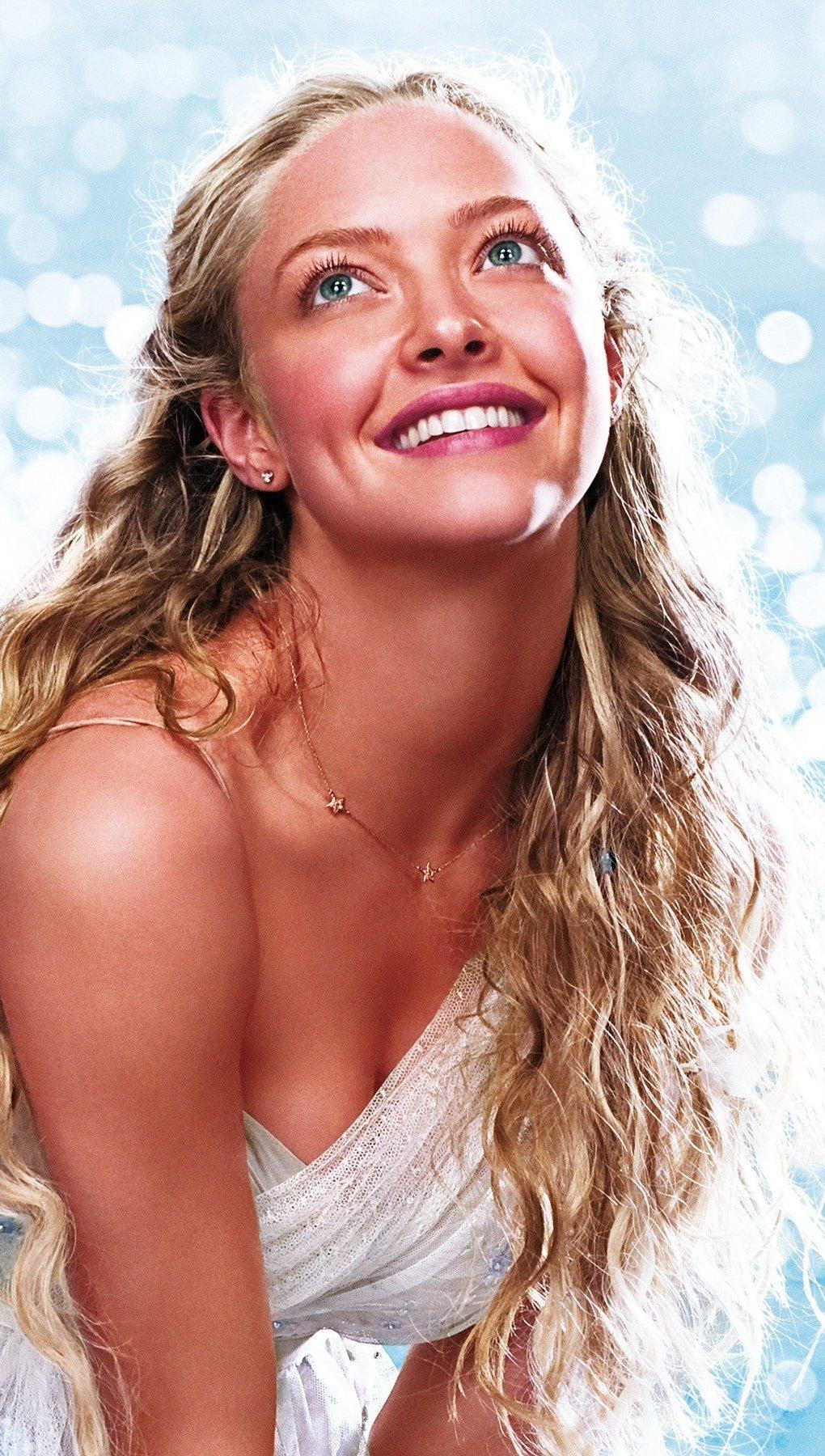 Wallpaper Amanda Seyfried in Mamma Mia Vertical