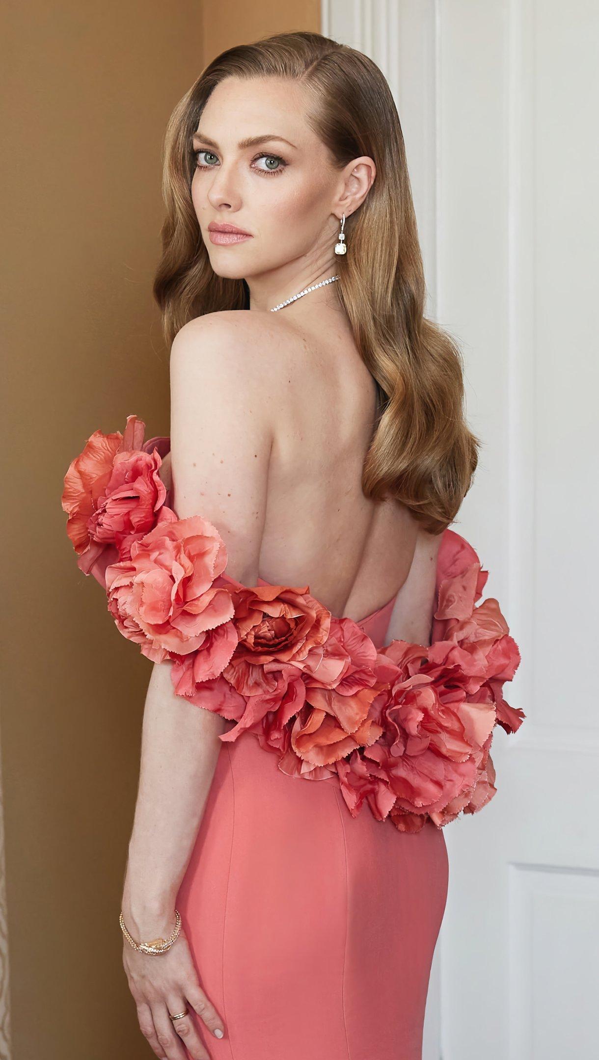 Fondos de pantalla Amanda Seyfried vestido rosa Vertical