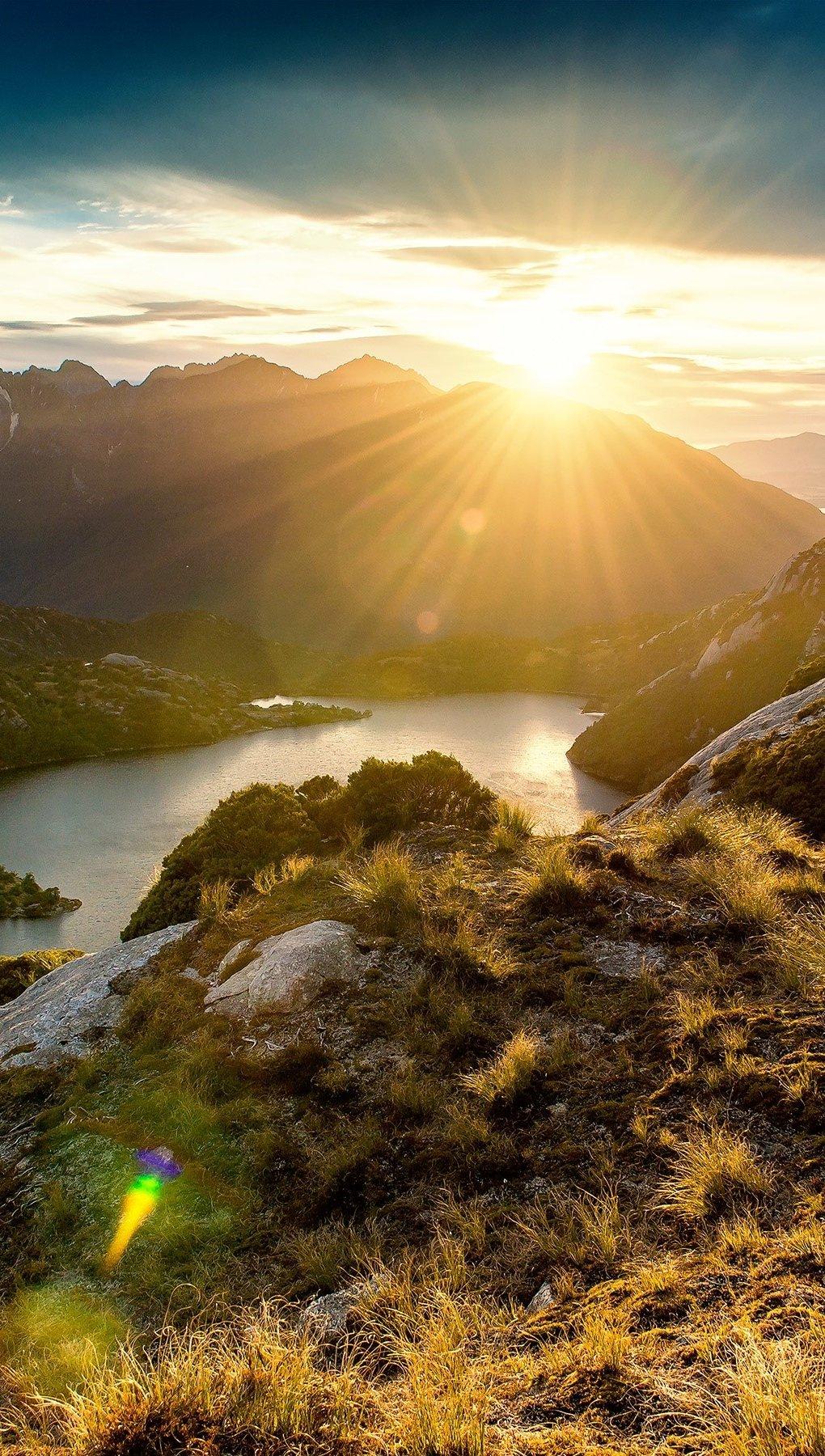 Fondos de pantalla Amanecer en las montañas Vertical