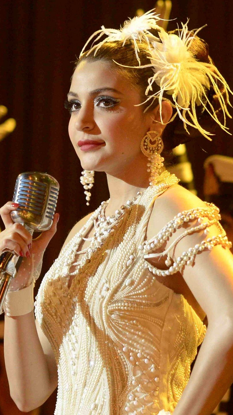 Wallpaper Anushka Sharma in Bombay velvet Vertical