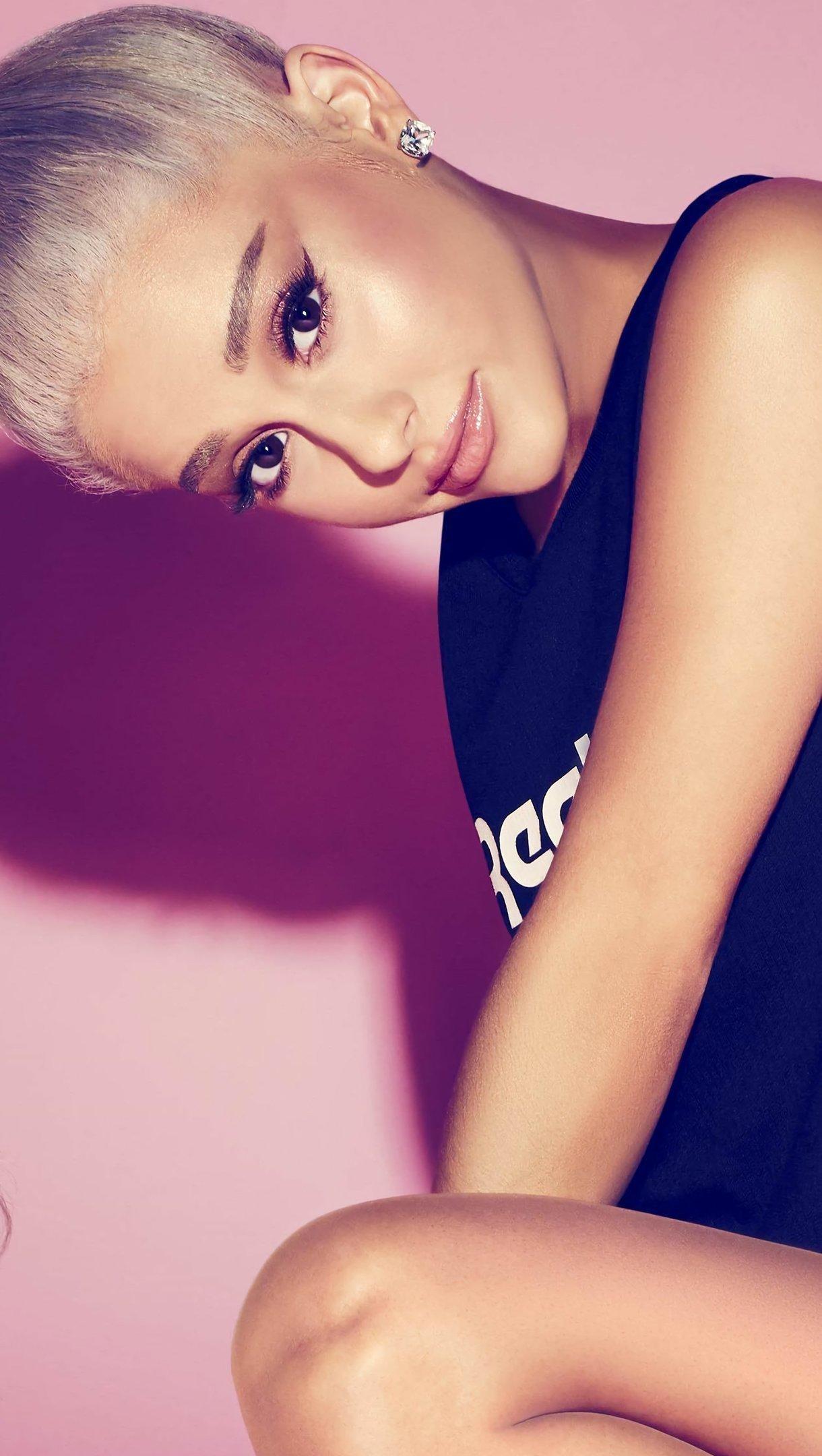 Fondos de pantalla Ariana Grande rubia Vertical