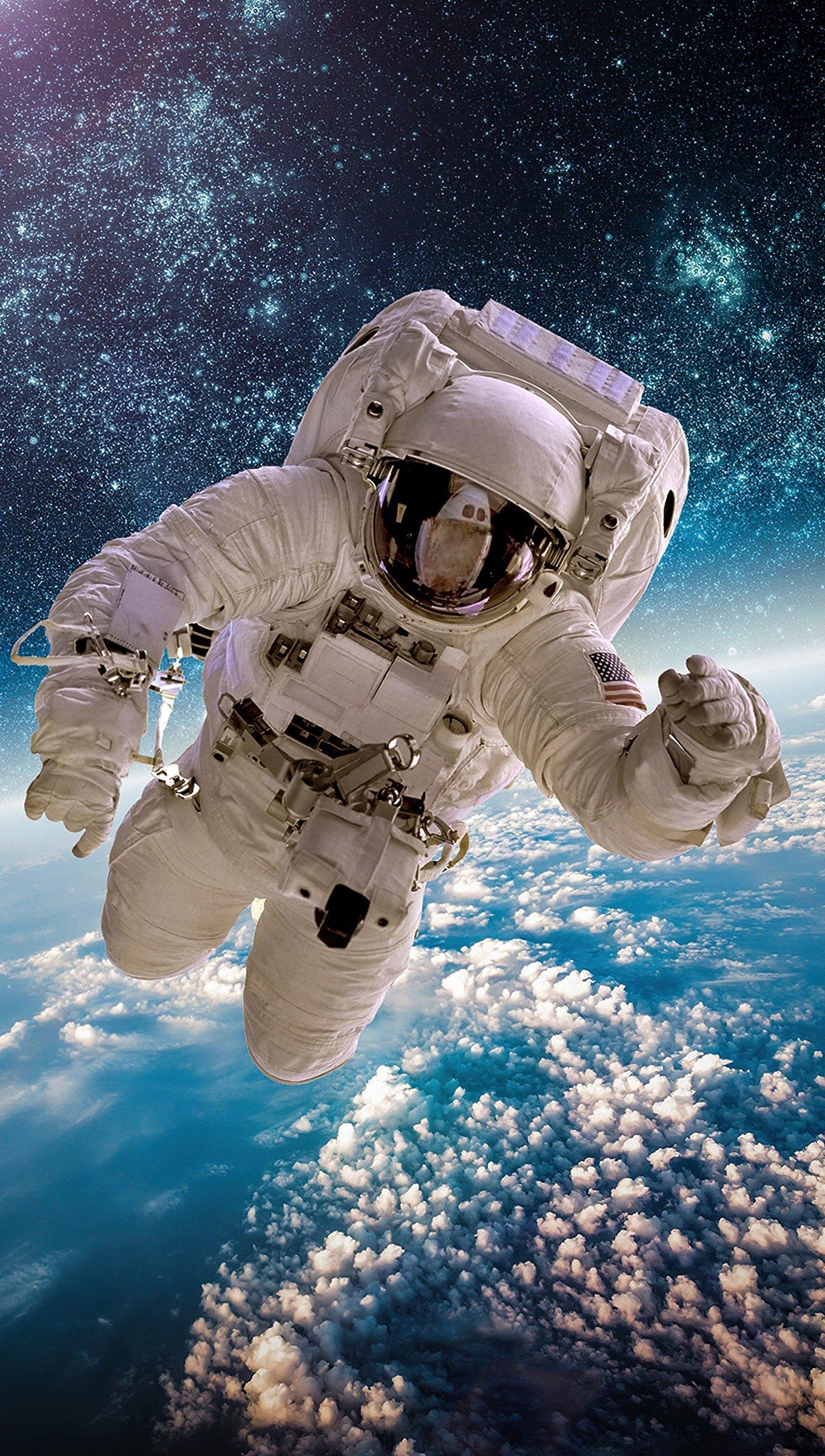 Fondos de pantalla Astronauta en el cielo Vertical