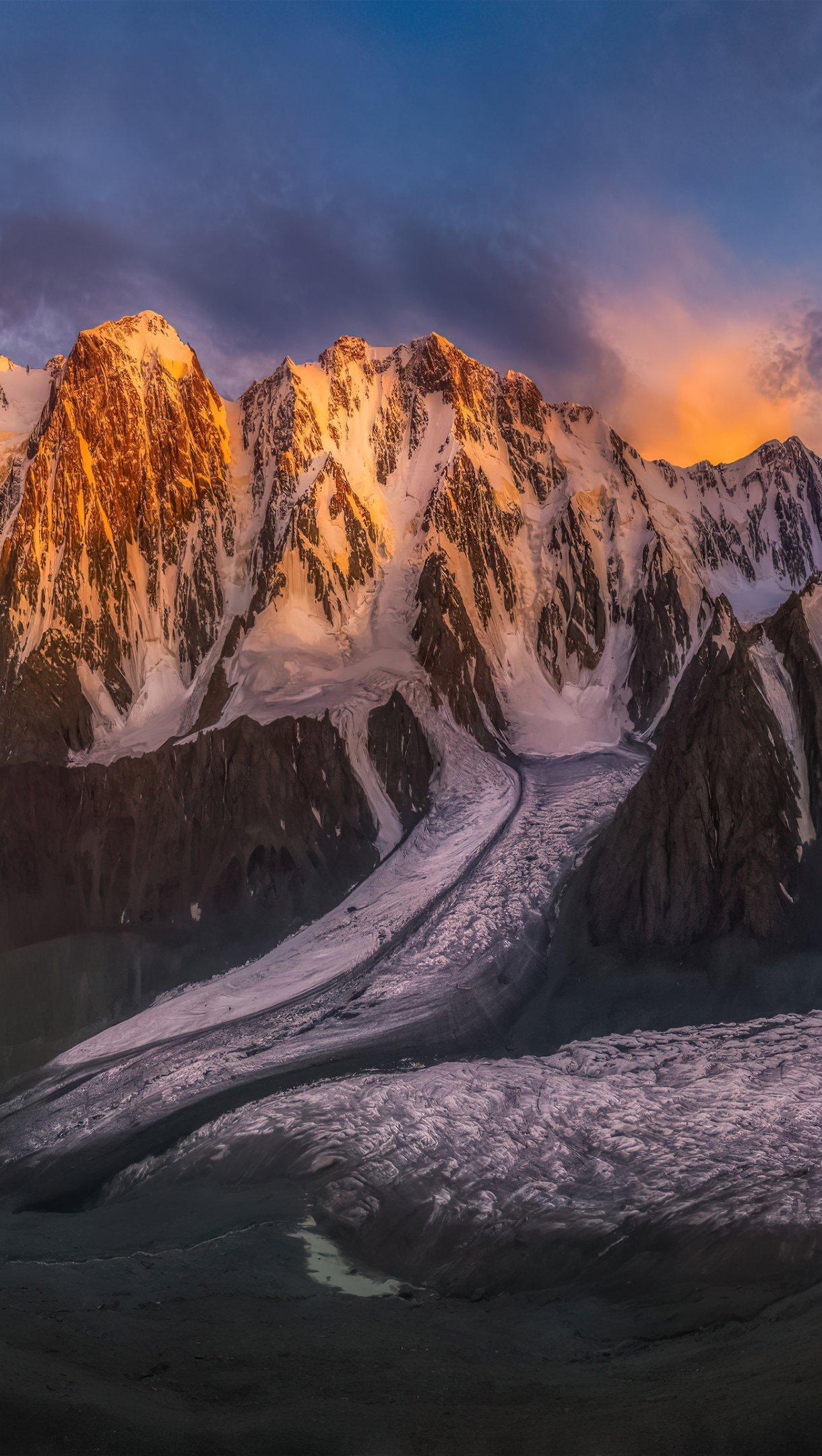 Fondos de pantalla Atardecer detras de montañas con nieve Vertical