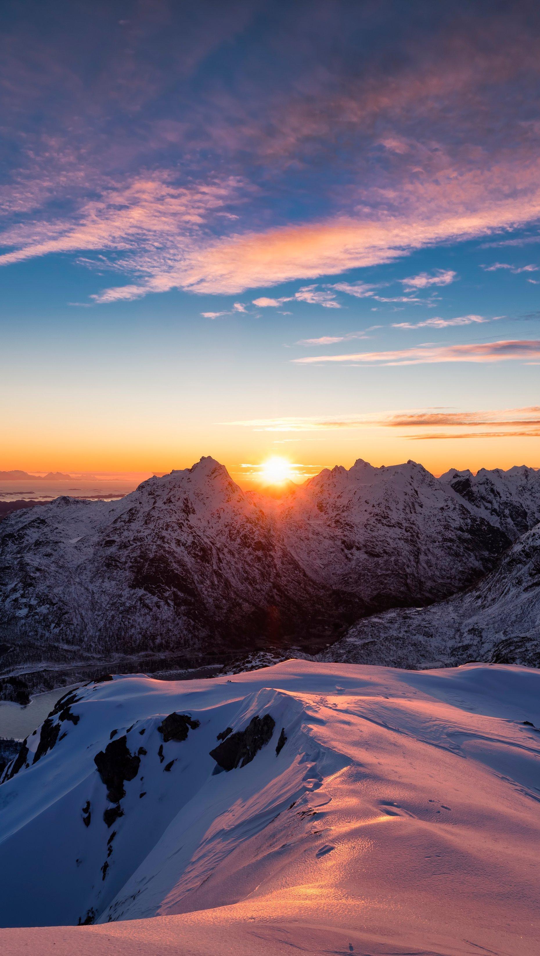 Fondos de pantalla Atardecer en las montañas nevadas Vertical