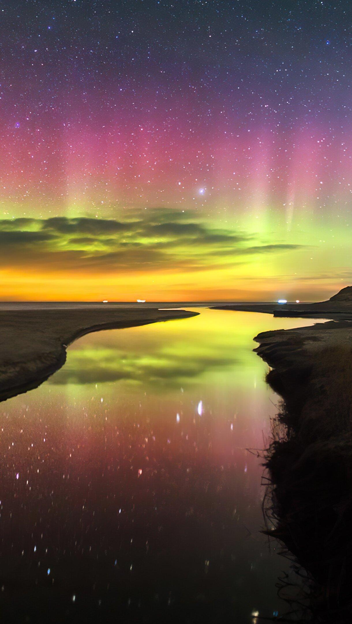 Fondos de pantalla Aurora polar de colores Vertical