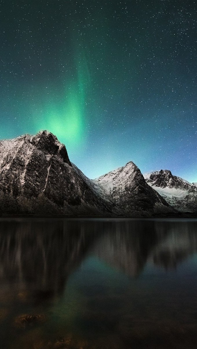 Wallpaper Aurora polar in Iceland Vertical