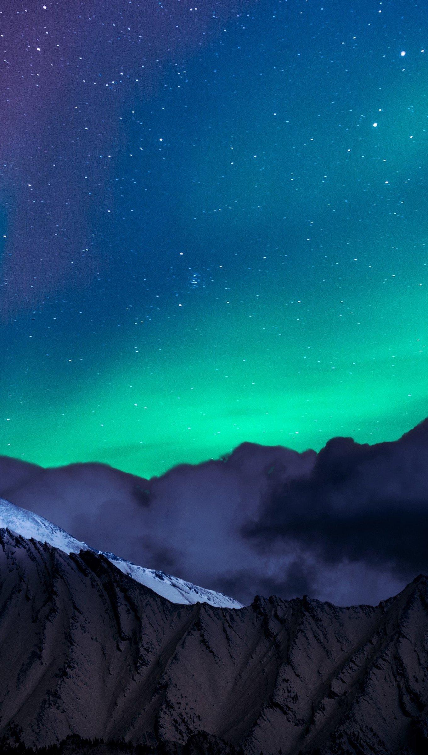 Fondos de pantalla Aurora polar en las montañas Vertical