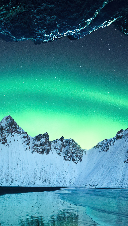 Fondos de pantalla Aurora polar en las montañas de Islandia Vertical