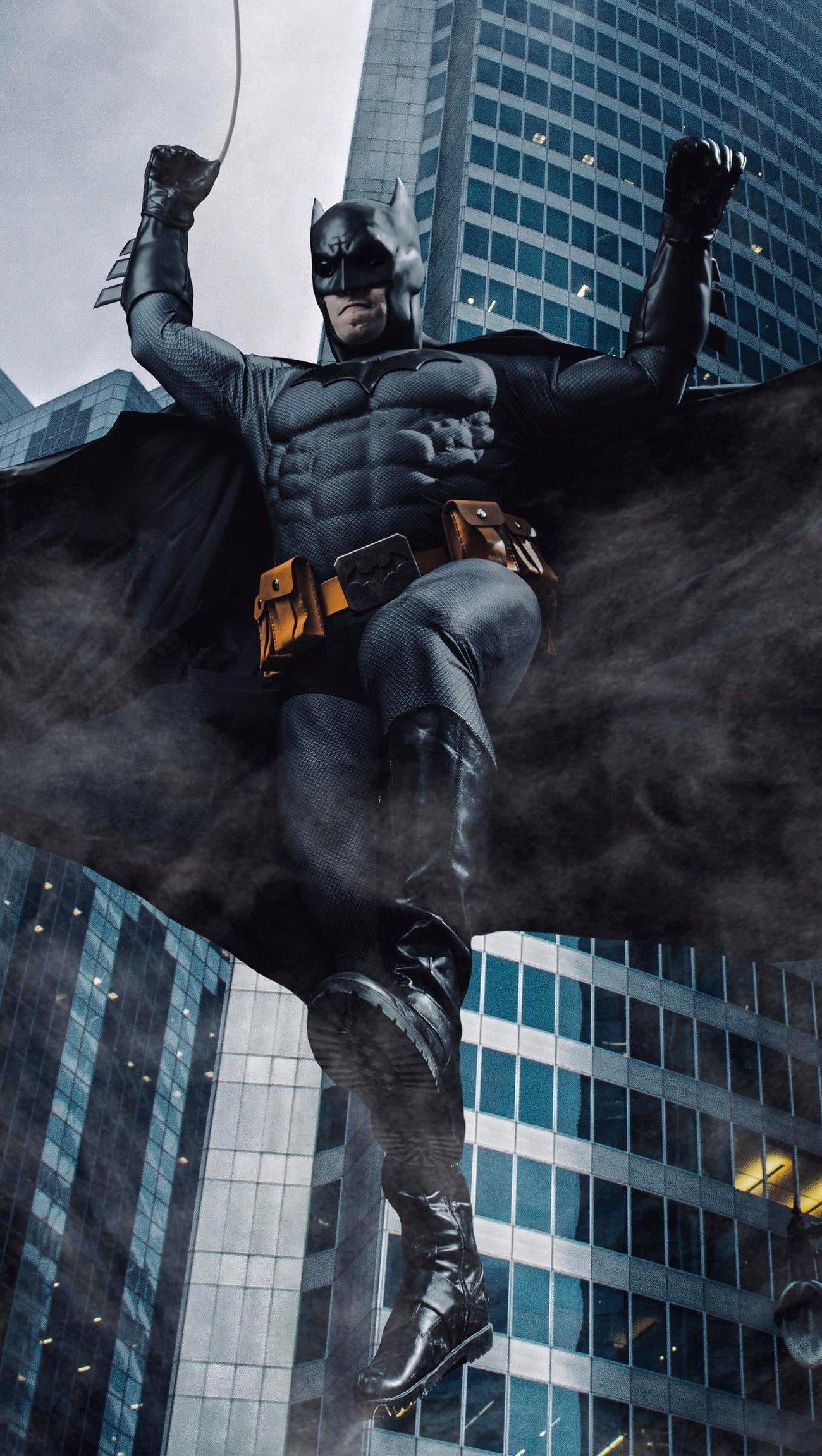 Wallpaper Batman falling of buildings Vertical