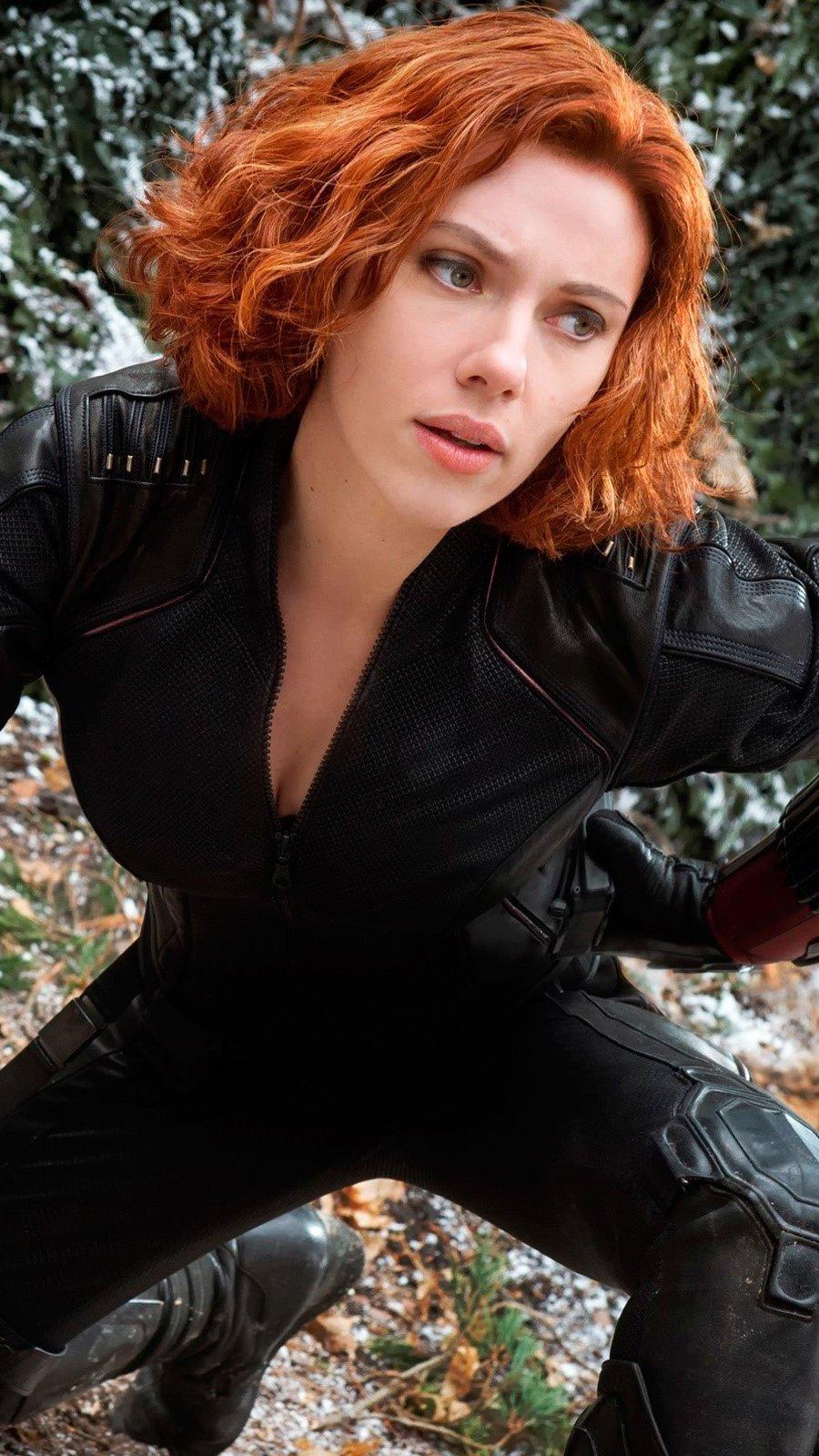 Wallpaper Black Widow in The Avengers 2 Vertical