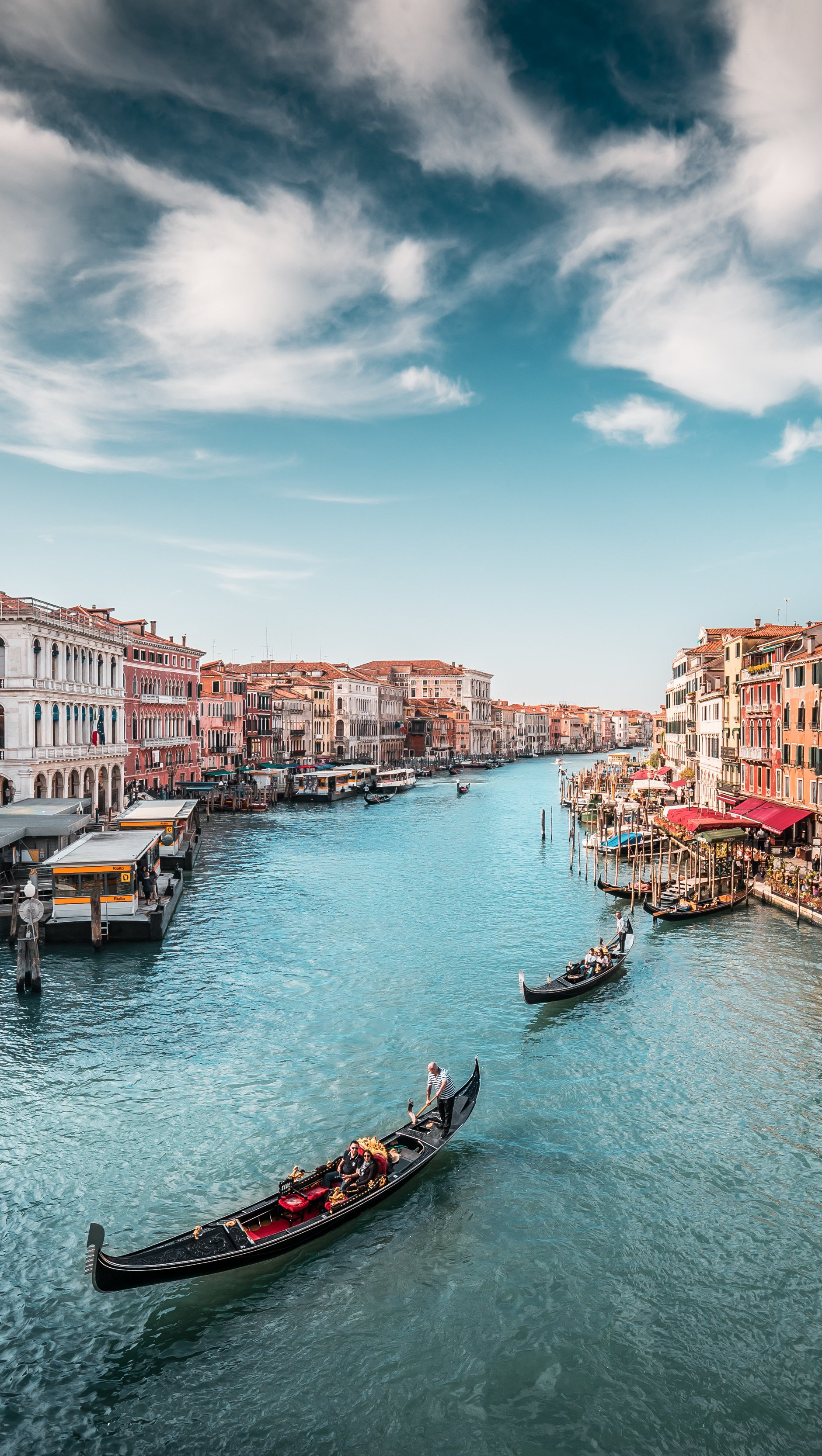 Fondos de pantalla Botes en canal de Venecia Italia Vertical