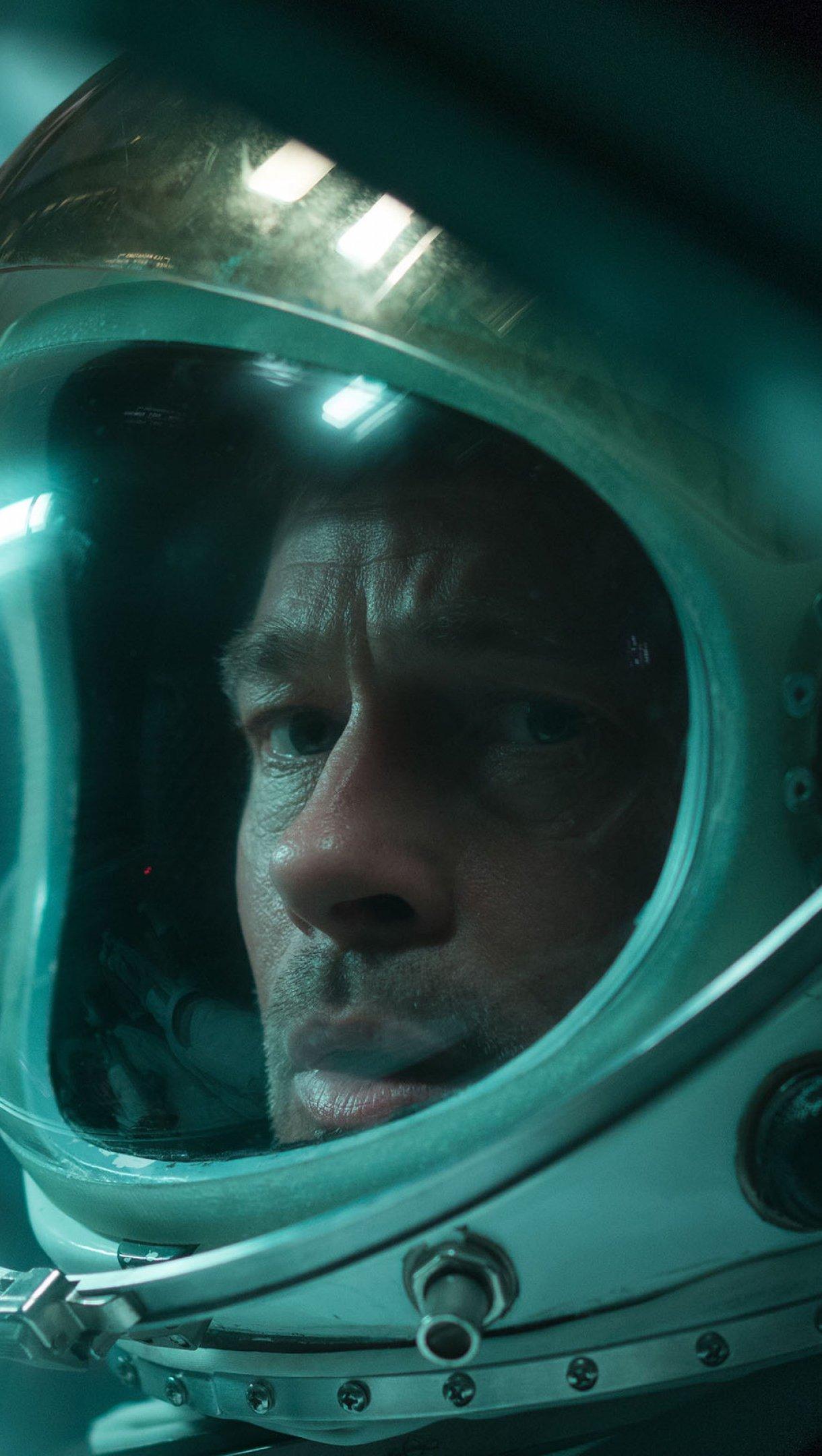 Wallpaper Brad Pitt in Ad Astra Vertical