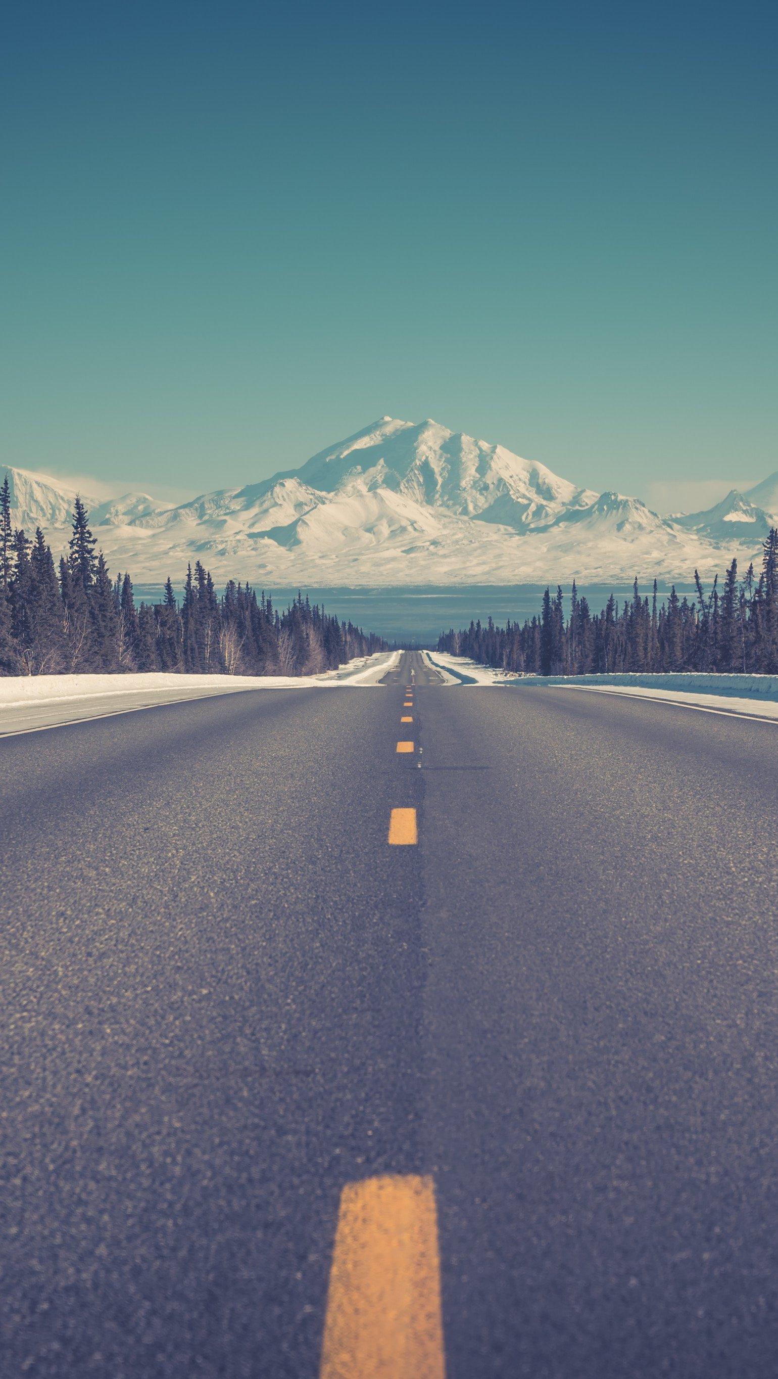 Fondos de pantalla Camino a las montañas en invierno Vertical