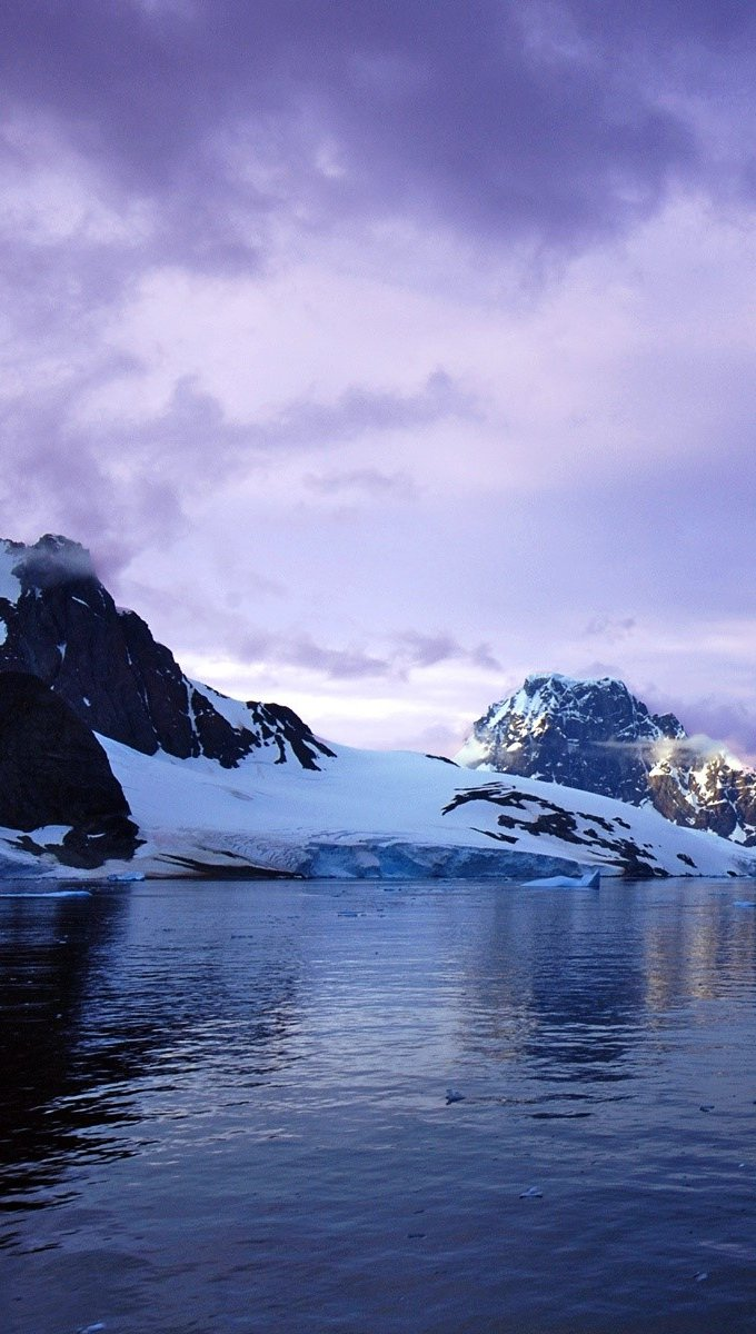 Wallpaper Canal Lemaire in Antarctica Vertical