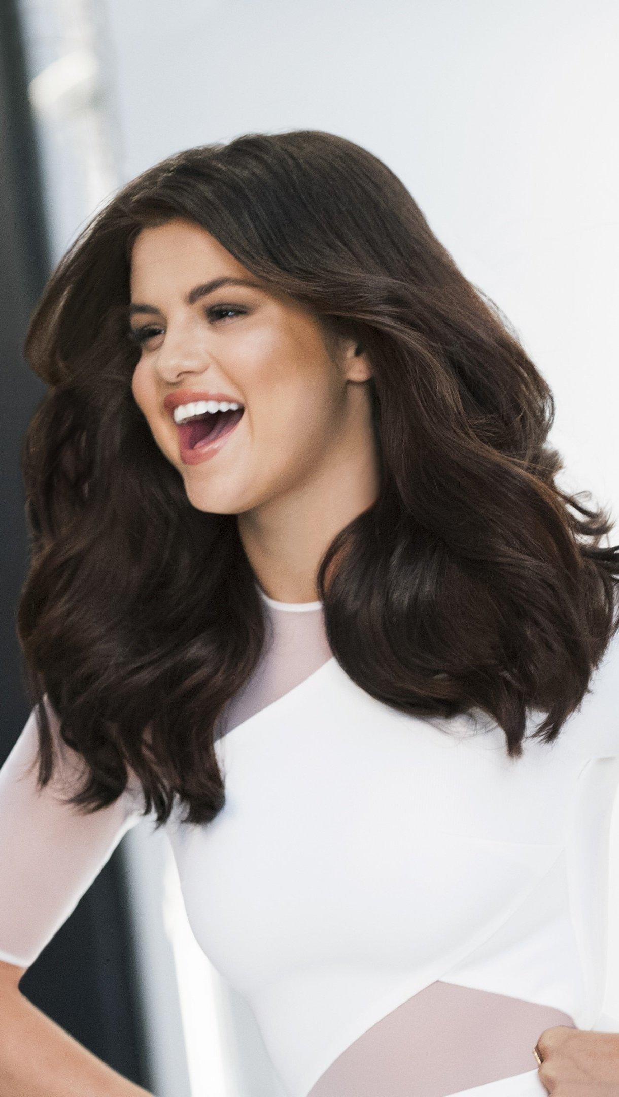 Wallpaper Singer Selena Gomez Vertical