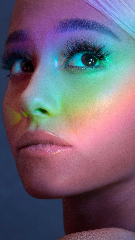Fondos de pantalla Cara de Ariana Grande con colores Vertical
