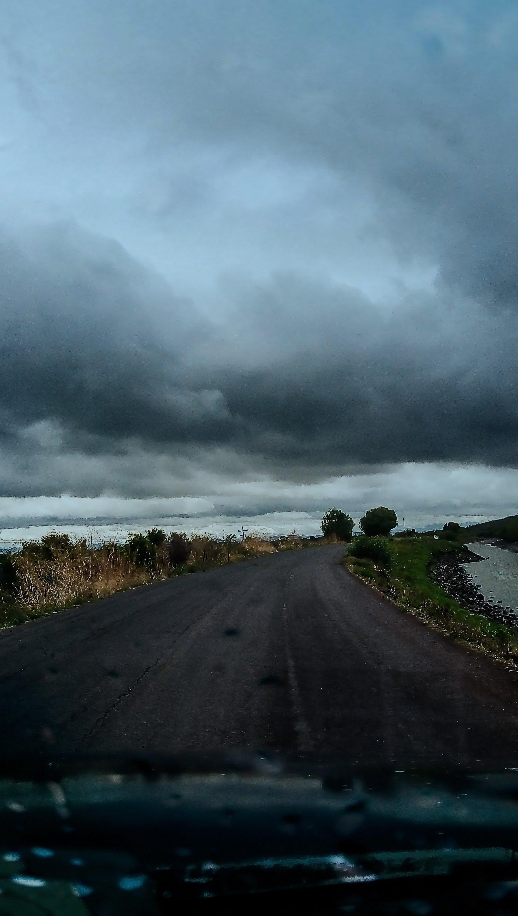 Fondos de pantalla Carretera clima nublado Vertical