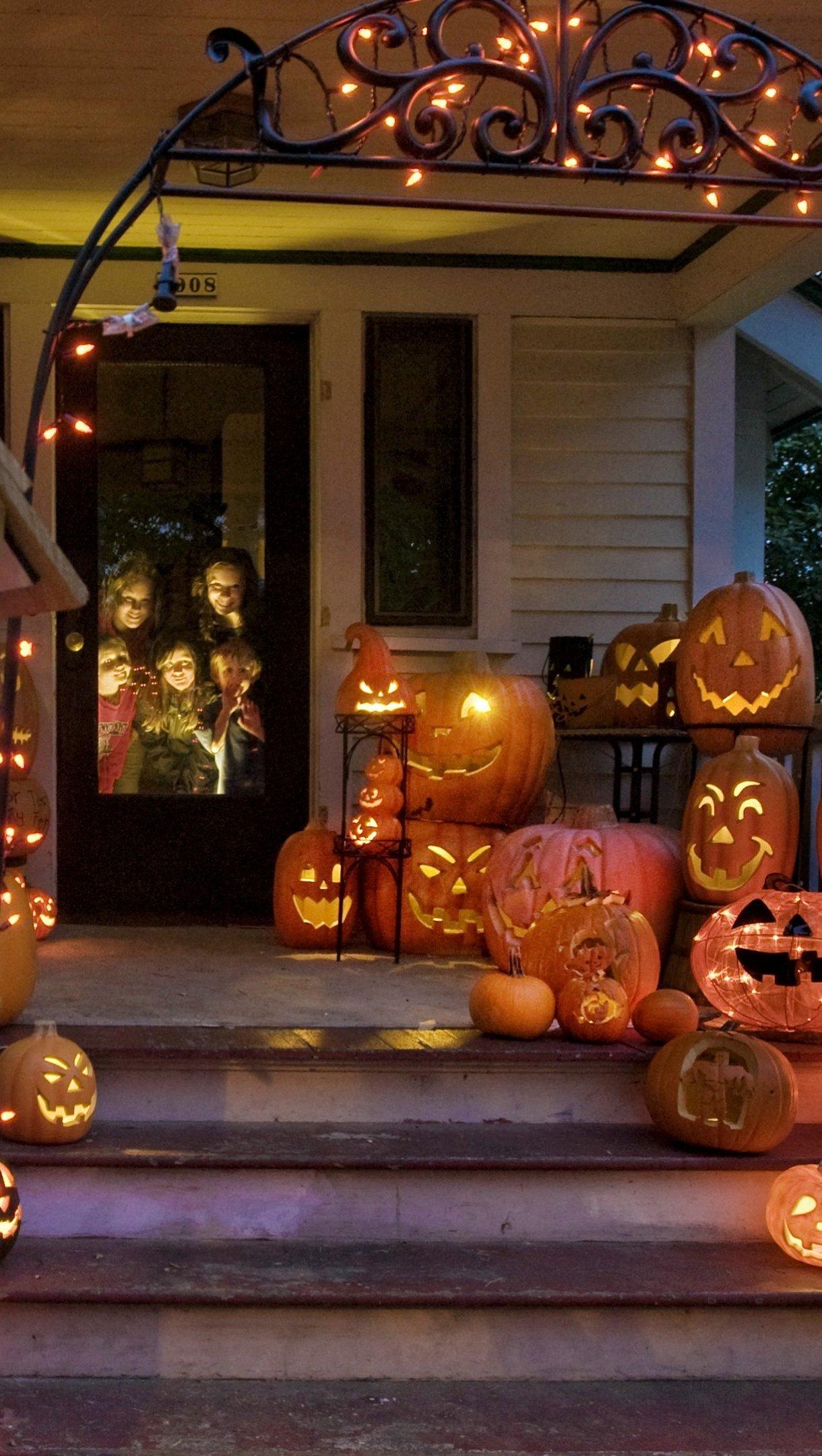 Fondos de pantalla Casa decorada para Halloween Vertical