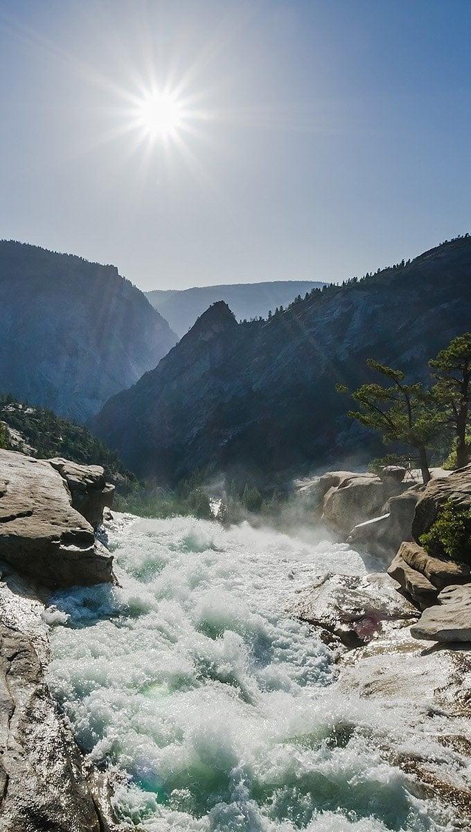 Wallpaper Waterfall of Yosemite National Park Vertical