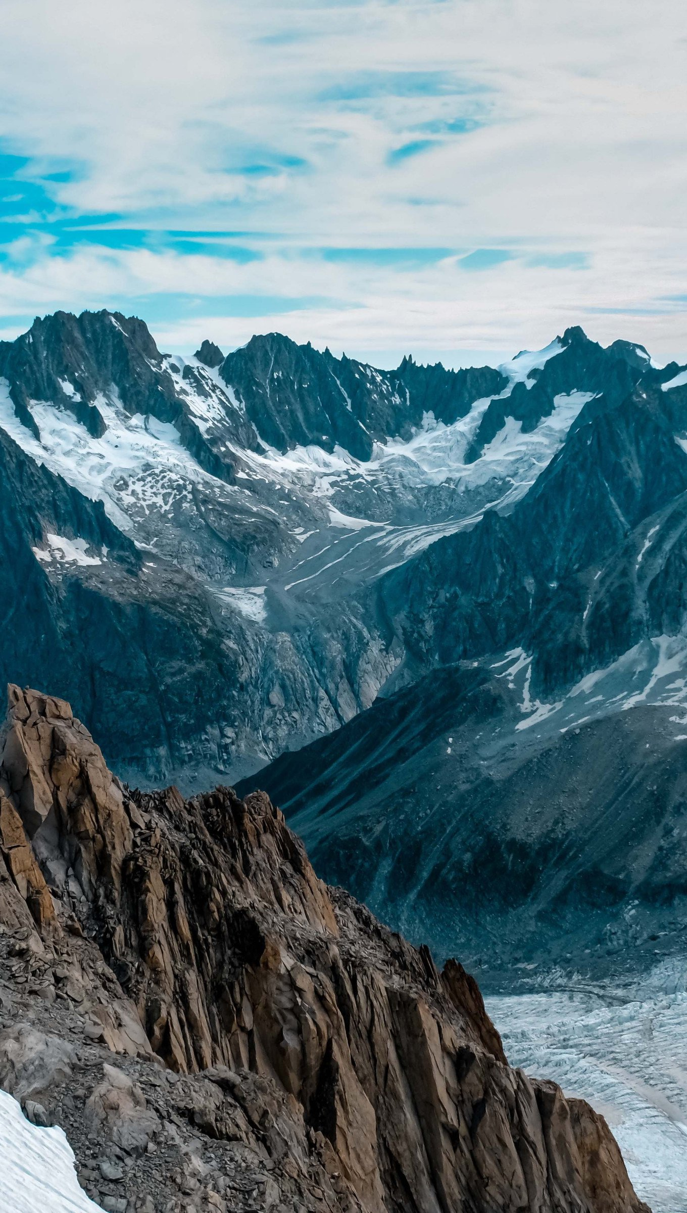 Fondos de pantalla Cima de las montañas cubiertas de nieve Vertical