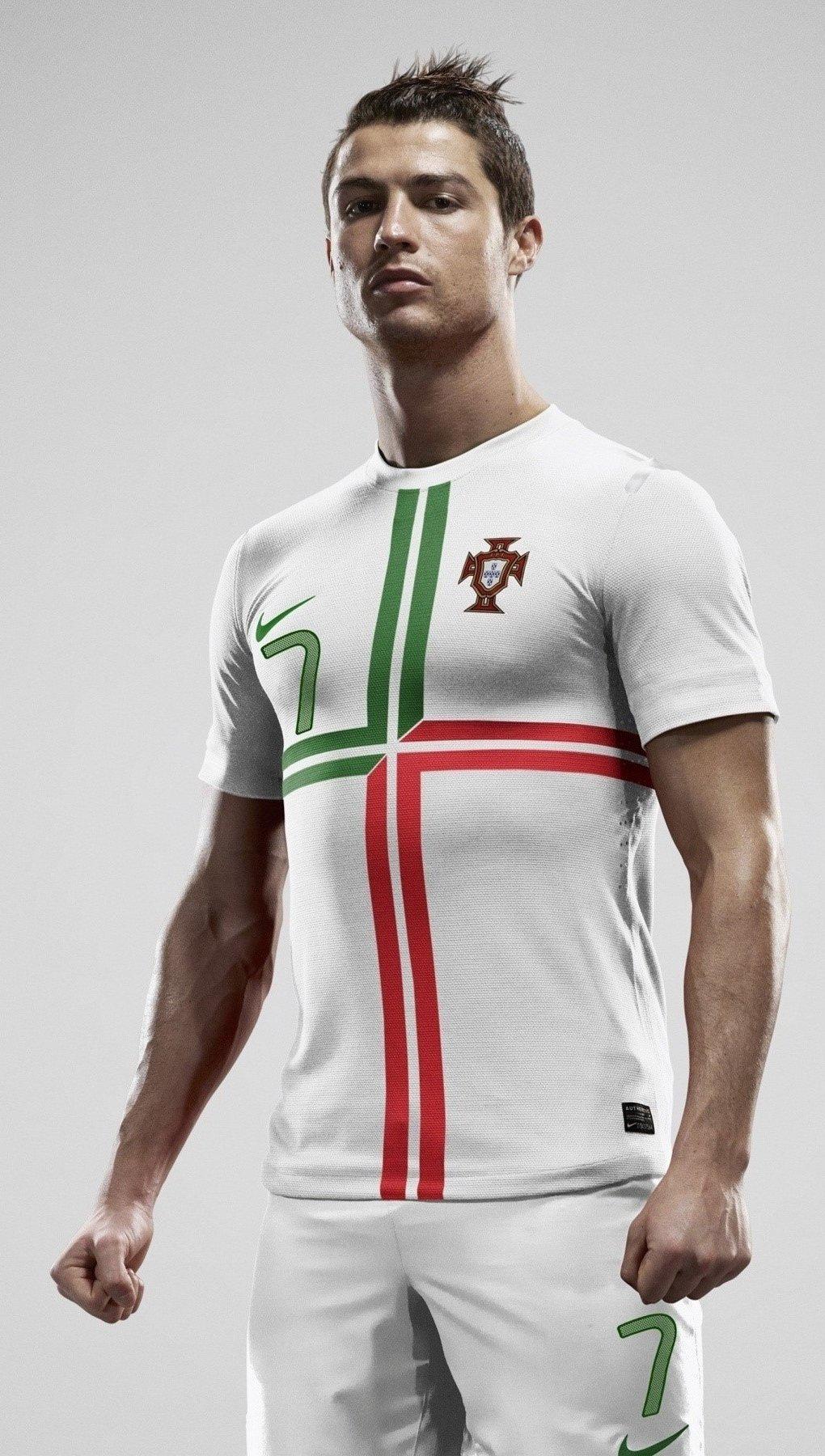 Wallpaper Cristiano Ronaldo in Portugal Vertical