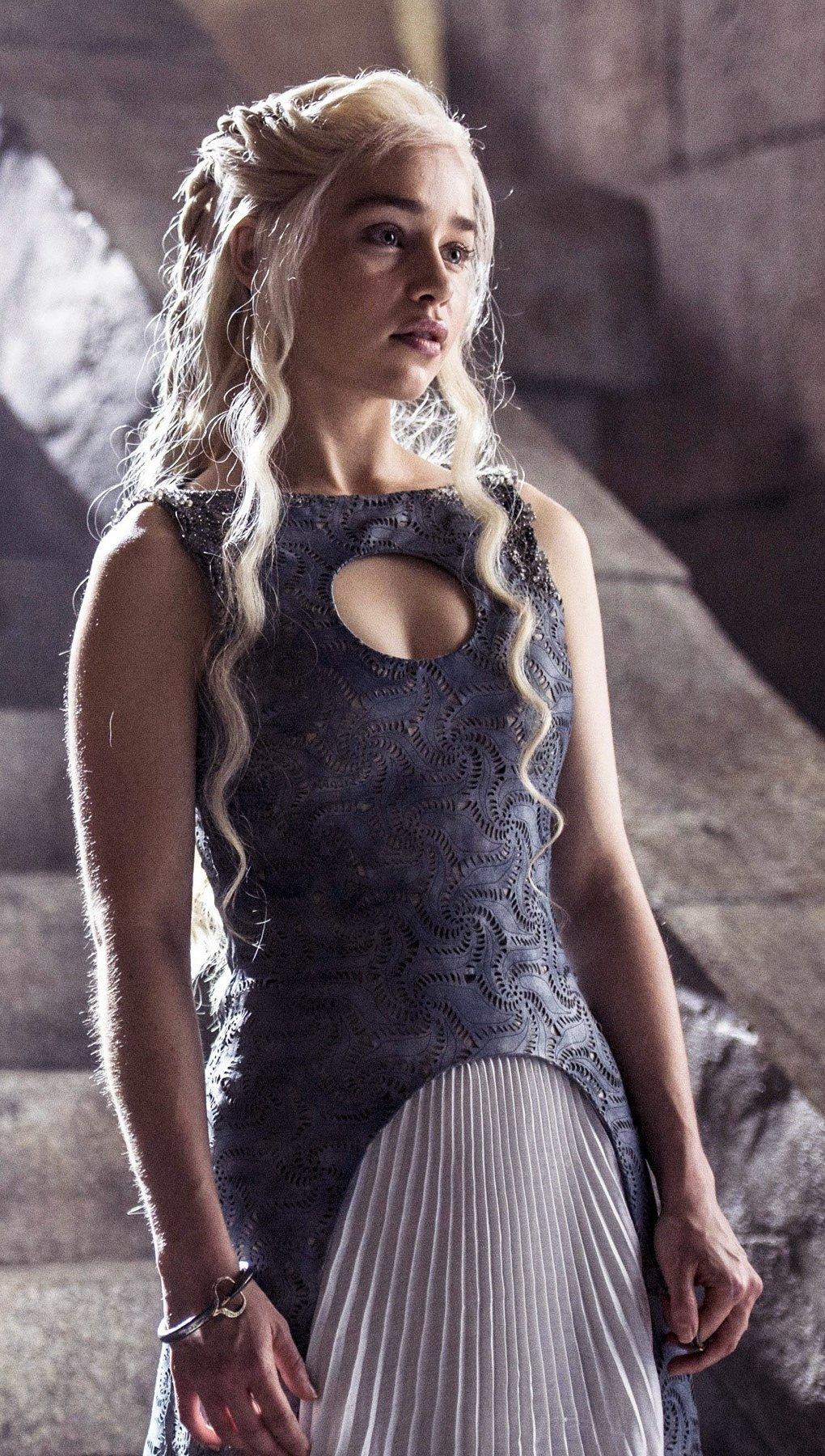 Wallpaper Daenerys Targaryen in Season 4 Vertical