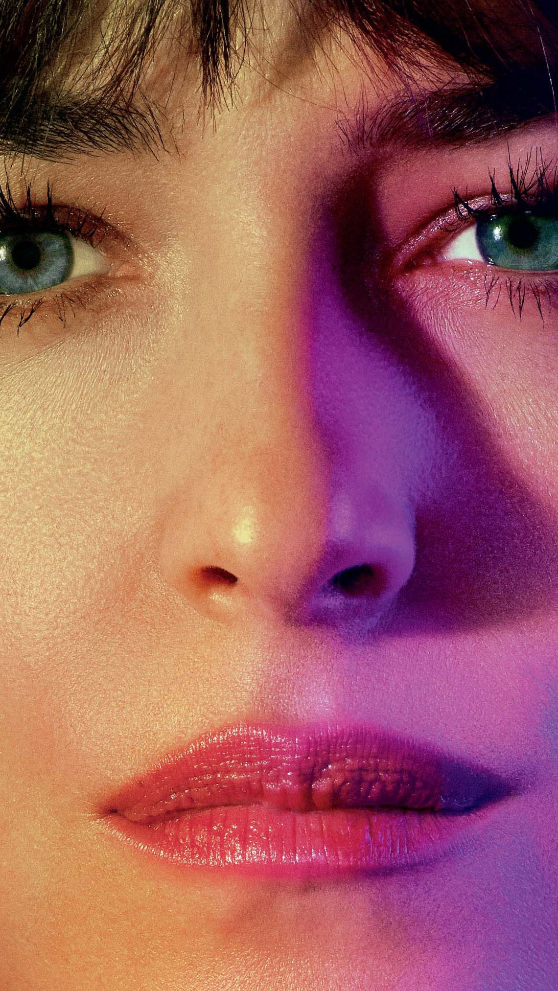 Fondos de pantalla Dakota Johnson en Malos momentos en el Hotel Royale Vertical