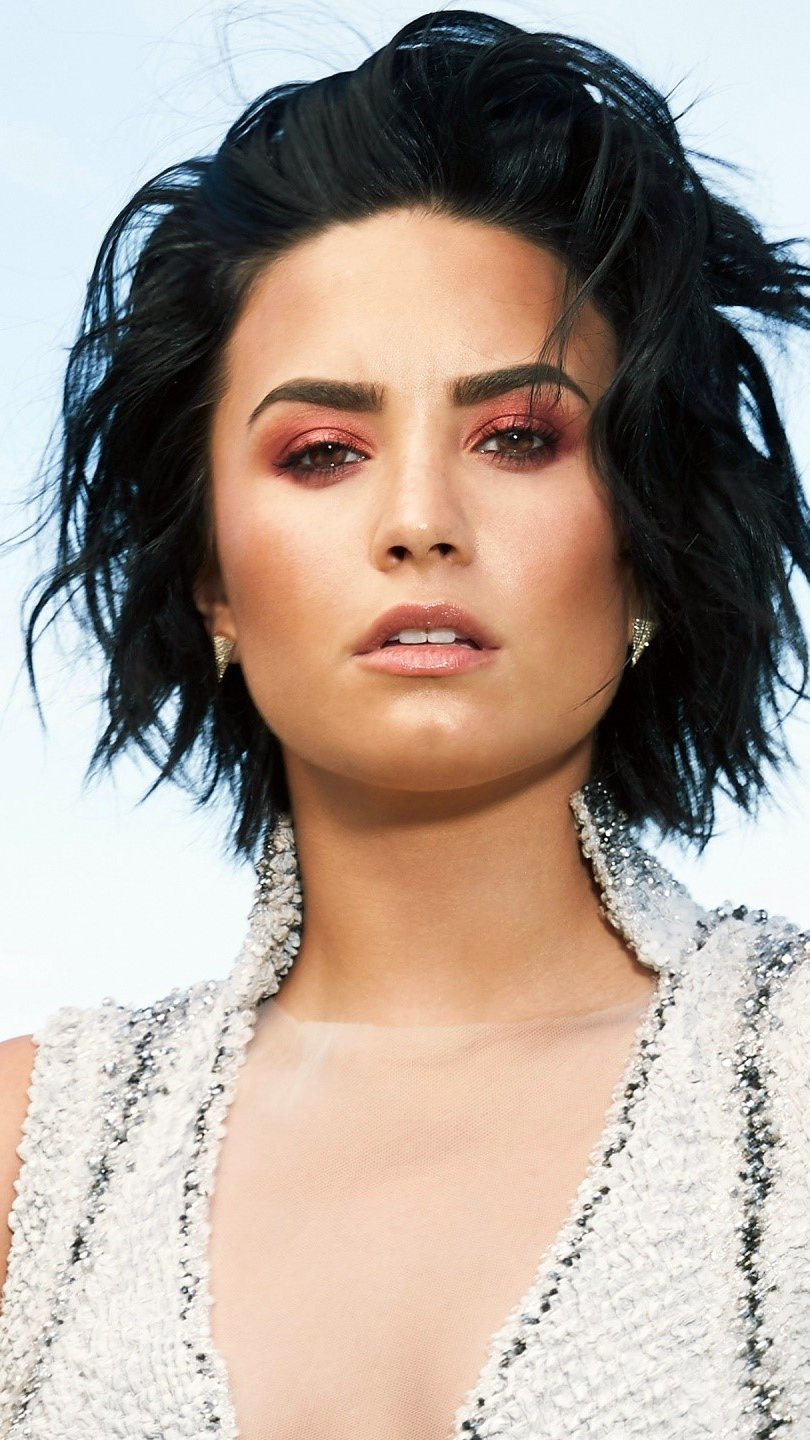 Wallpaper Demi lovato for Latina magazine Vertical