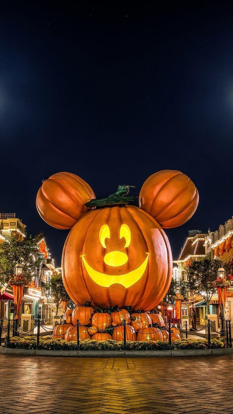 Wallpaper Disneyland on Halloween Vertical