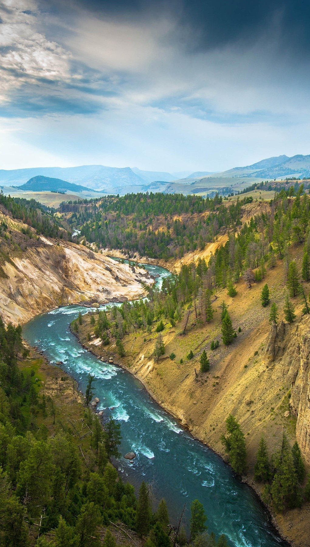Wallpaper The great canyon on the Yellowstone River Vertical