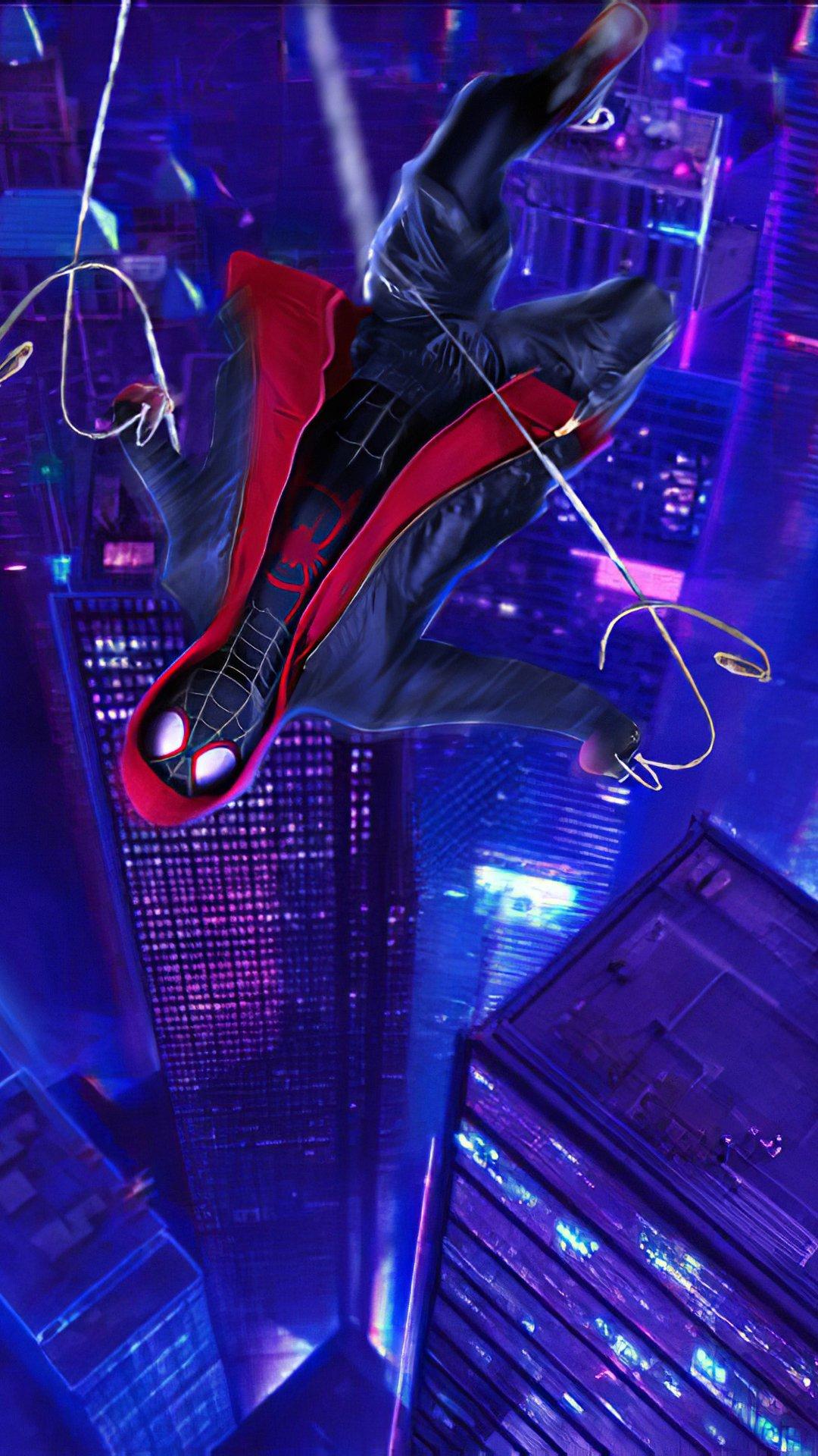 Fondos de pantalla El hombre araña cayendo en edificios Vertical