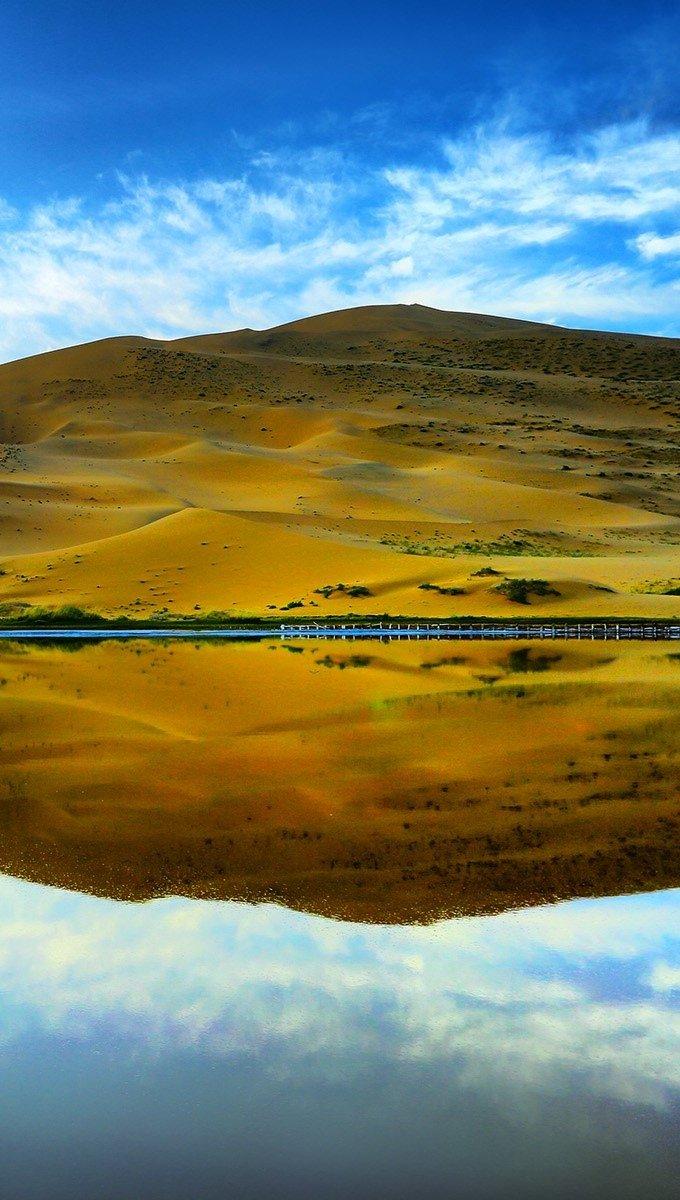 Wallpaper The reflection of the desert Vertical