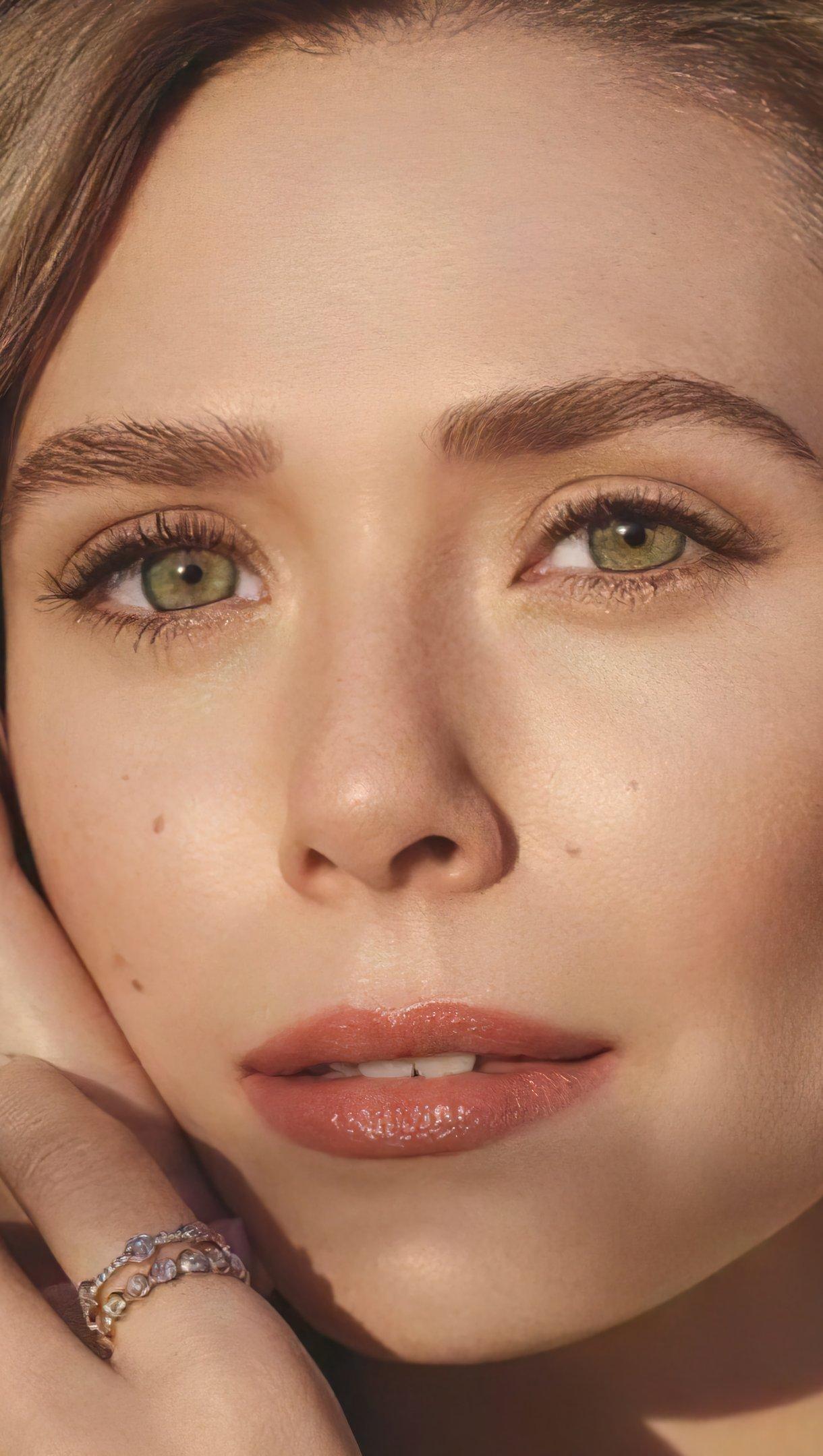 Fondos de pantalla Elizabeth Olsen con maquillaje Vertical