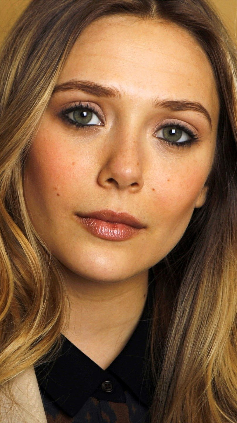 Wallpaper Elizabeth Olsen in a golden room Vertical