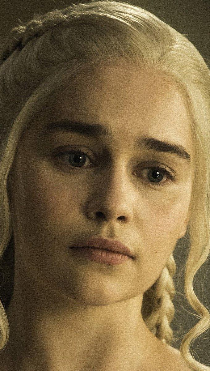 Wallpaper Emilia Clarke as Daenerys in Game of Thrones Vertical