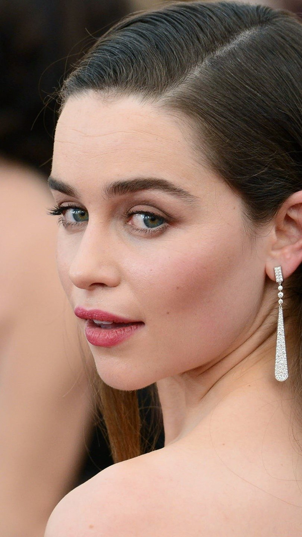 Fondos de pantalla Emilia Clarke en la alfombra roja Vertical