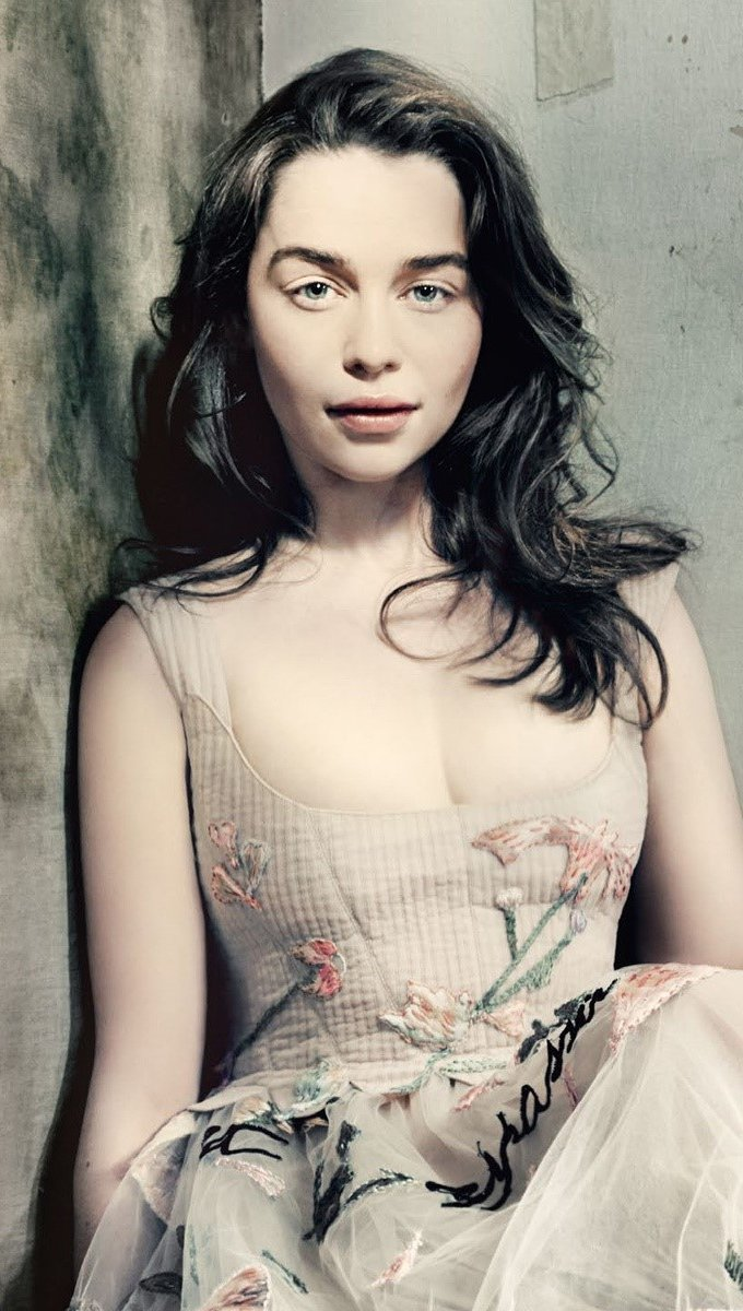 Wallpaper Emilia Clarke in Vogue Vertical