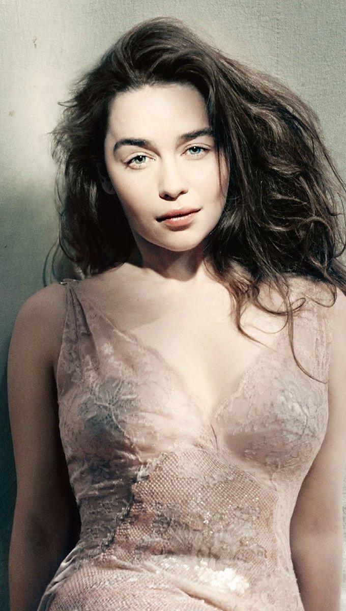 Fondos de pantalla Emilia Clarke para Vogue Vertical