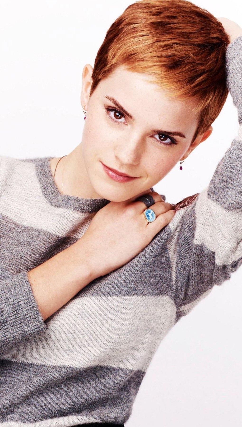 Wallpaper Emma Watson with striped suerter Vertical