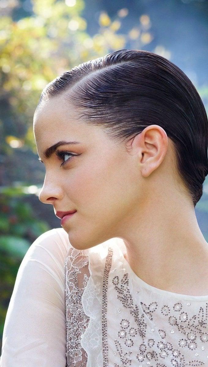 Fondos de pantalla Emma Watson en un jardín Vertical