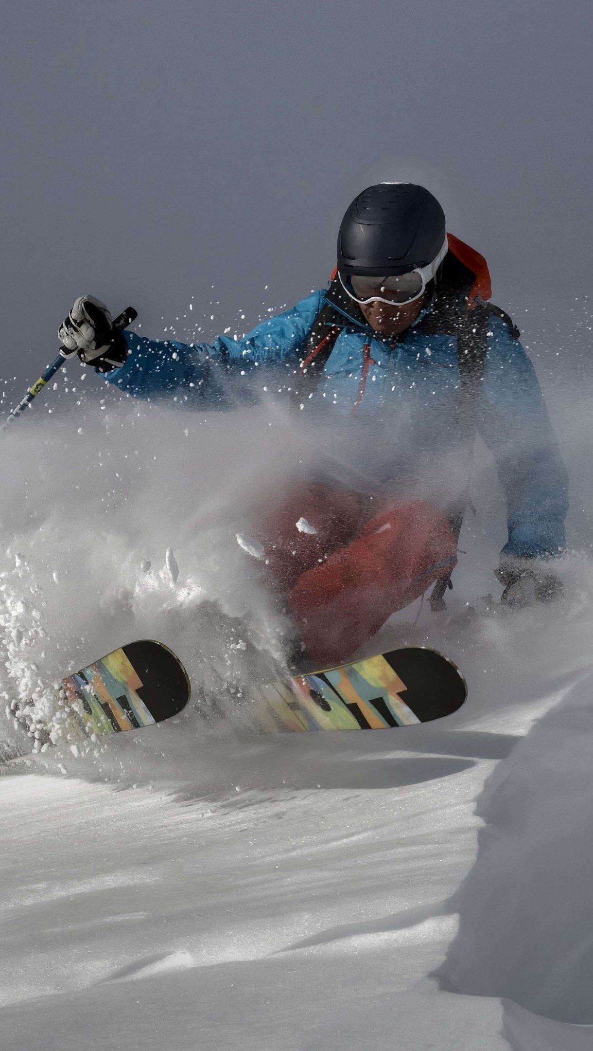 Wallpaper Skier on a mountain Vertical