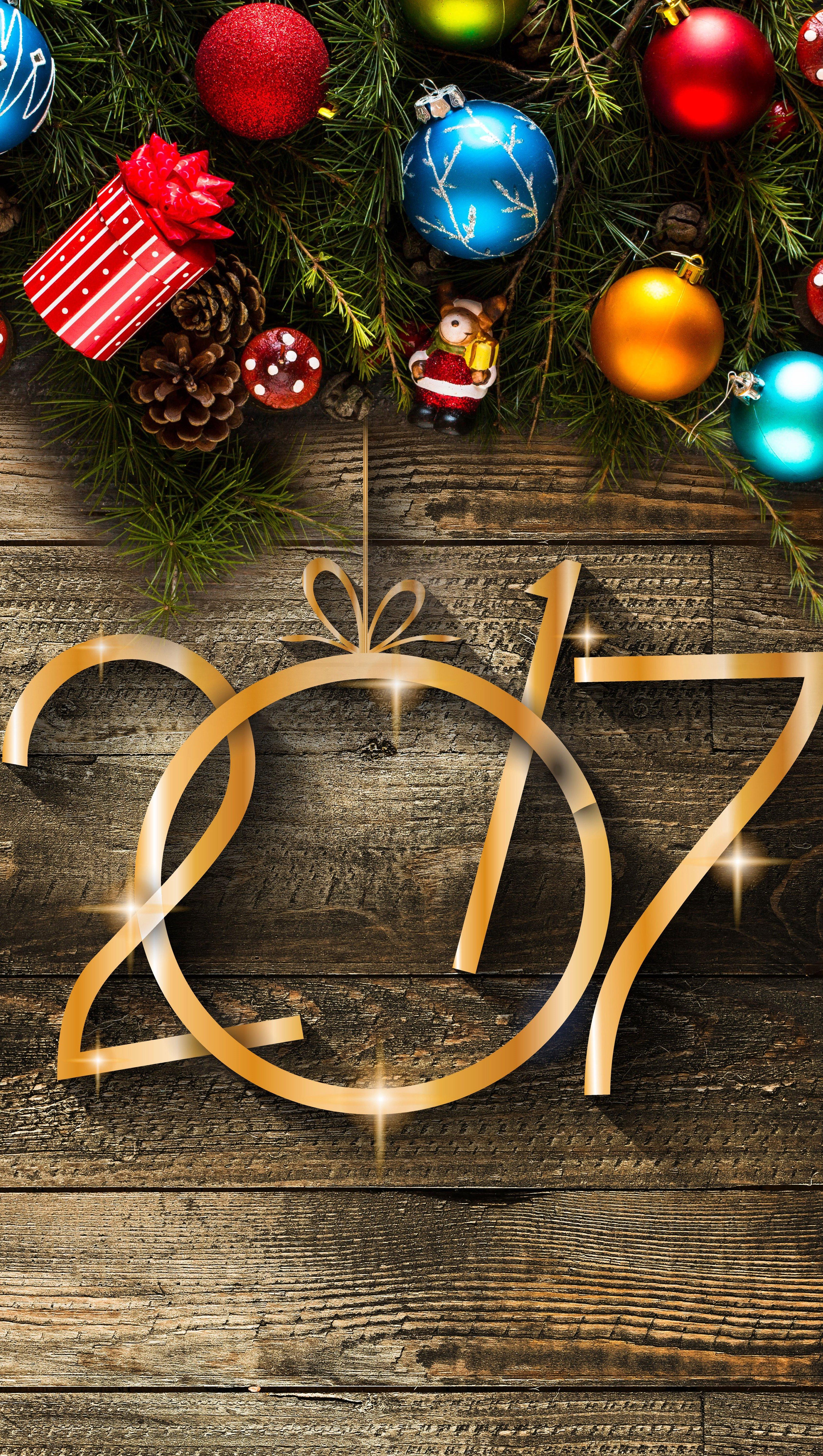 Fondos de pantalla Feliz año 2017 con adornos navideños Vertical