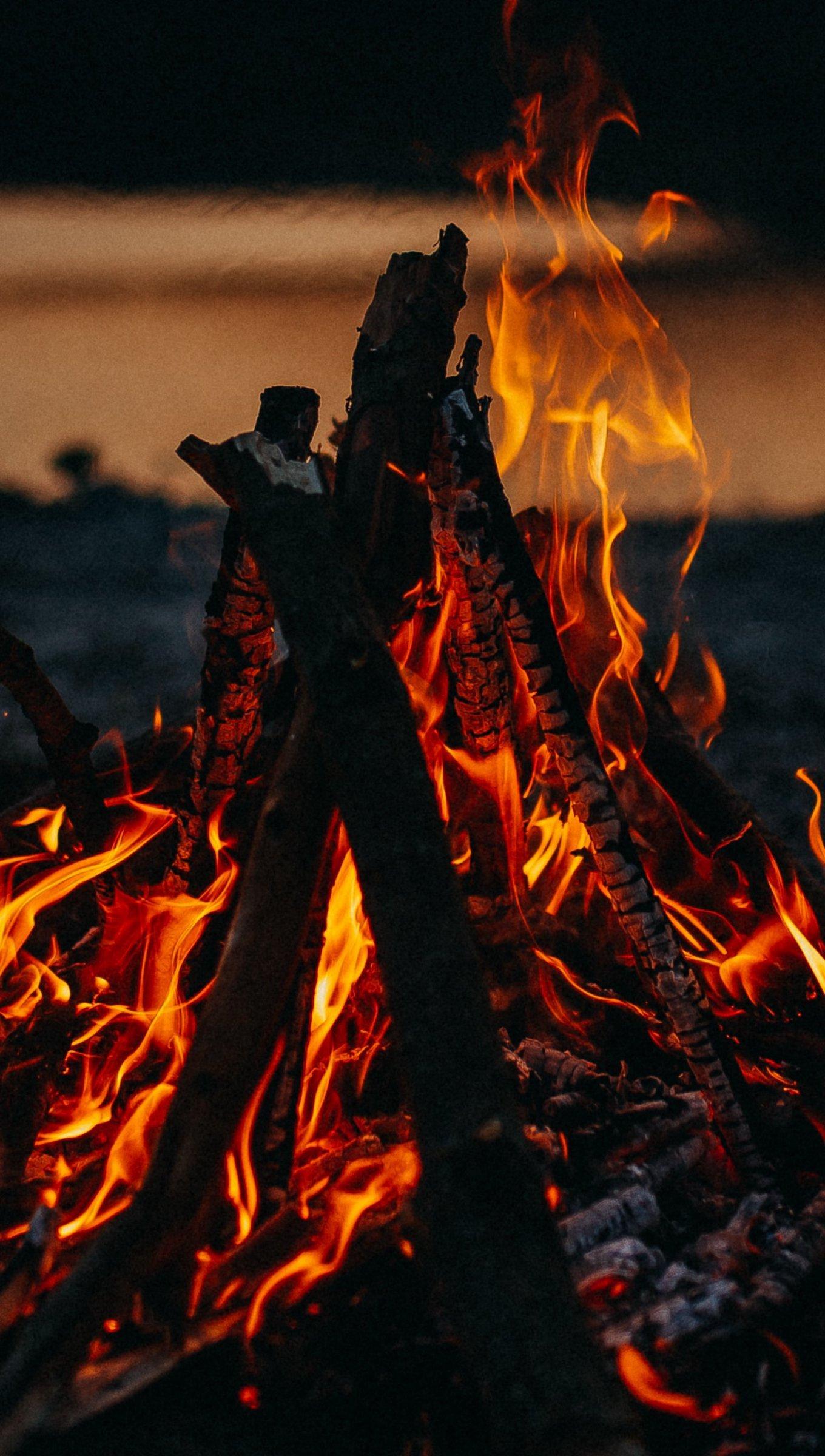 Fondos de pantalla Fuego de una fogata Vertical
