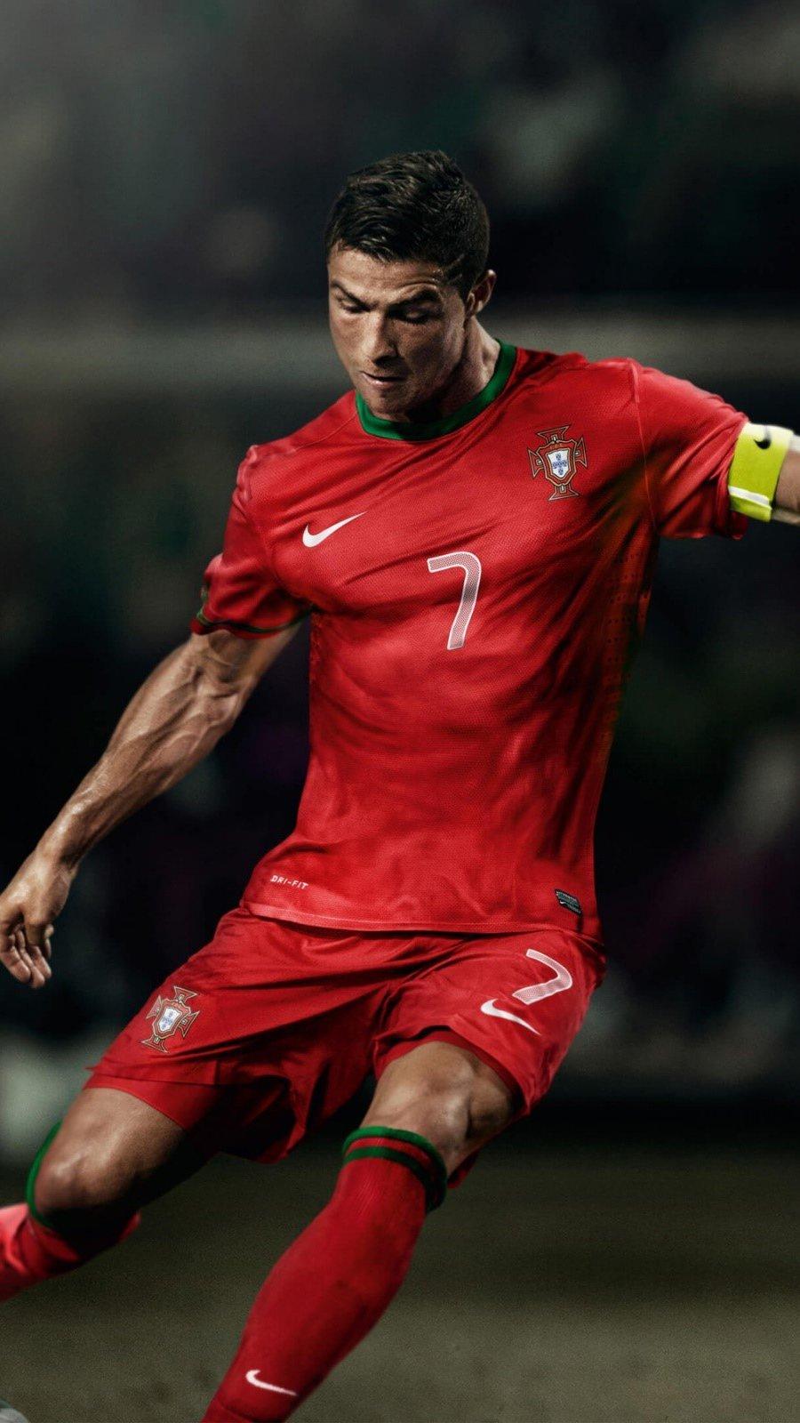 Wallpaper Soccer player Cristiano Ronaldo Vertical